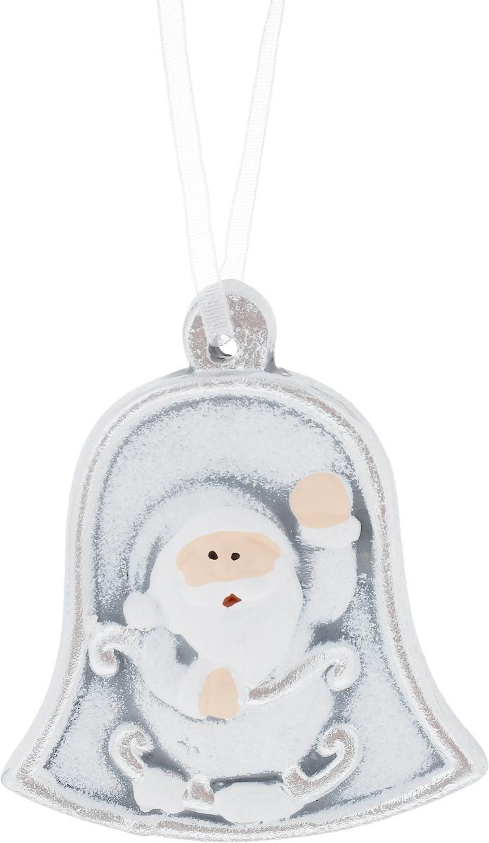 Украшение новогоднее подвесное House & Holder Дед Мороз, 7 х 0,5 х 8 смKK11296BНовогоднее подвесное украшение House & Holder Дед Мороз выполнено из керамики. С помощью специальной петельки украшение можно повесить в любом понравившемся вам месте. Но, конечно, удачнее всего оно будет смотреться на праздничной елке. Елочная игрушка - символ Нового года. Она несет в себе волшебство и красоту праздника. Создайте в своем доме атмосферу веселья и радости, украшая новогоднюю елку нарядными игрушками, которые будут из года в год накапливать теплоту воспоминаний. Размер: 7 х 0,5 х 8 см.