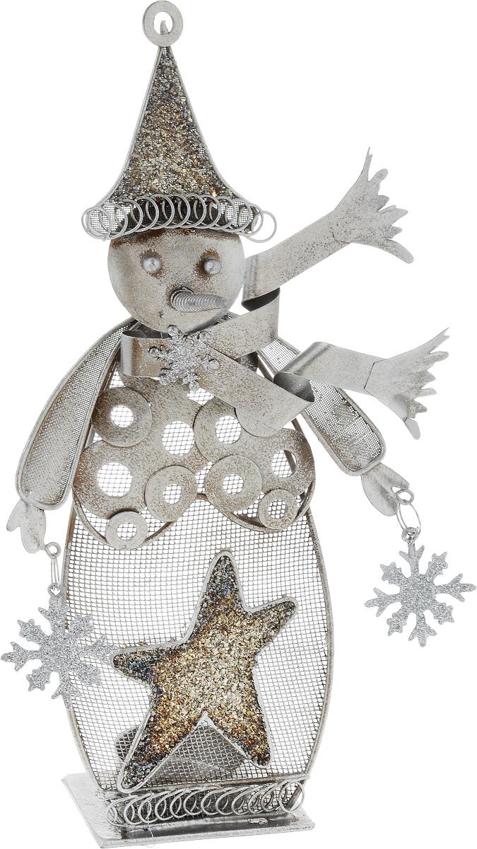 Фигурка декоративная House & Holder Снеговик, 14 х 5 х 27 см1450-3Декоративная фигурка House & Holder Снеговик изготовлена из металла. Она выполнена в виде снеговика со снежинками. Изделие оснащено подставкой для свечи. Такая фигурка будет потрясающе смотреться в интерьере комнаты и станет прекрасным сувениром к любому случаю. Размер: 14 х 5 х 27 см. Диаметр подставки для свечи: 4 см.