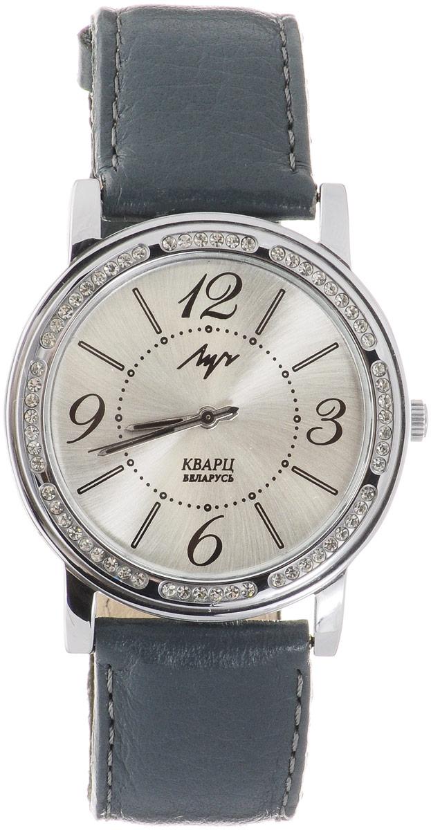 Часы наручные женские Луч, цвет: серый, серебряный. 7374197673741976Элегантные женские часы Луч выполнены из металлического сплава. Корпус дополнен покрытием из хрома и инкрустирован стразами. Циферблат оформлен символикой бренда. Корпус часов оснащен кварцевым механизмом со сменным элементом питания, а также дополнен ремешком из натуральной кожи, который застегивается на практичную пряжку. Часы поставляются в фирменной упаковке. Часы Луч подчеркнут отменное чувство стиля их обладателя.