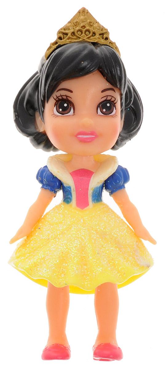 Disney Princess Мини-кукла Белоснежка 758960758960_БелоснежкаКукла-малышка Disney Princess Белоснежка непременно понравится вашей дочурке. Кукла в виде прекрасной принцессы полностью выполнена из пластика. На Белоснежке короткое с блестками платье, на ножках - розовые туфельки, а на голове у принцессы - диадема. Ручки, ножки и голова у куколки подвижные. Такая игрушка очарует вас и вашу дочурку с первого взгляда! Ваша малышка с удовольствием будет играть с Белоснежкой, проигрывая сюжеты из мультфильма или придумывая различные истории. Порадуйте свою дочурку таким замечательным подарком!