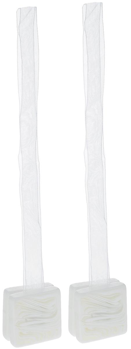 Подхват для штор TexRepublic Ajur. Lenta, на магнитах, цвет: белый, 2 шт. 7902679026Изящный подхват для штор TexRepublic Ajur. Lenta, выполненный из пластика и текстиля, можно использовать как держатель для штор или для формирования декоративных складок на ткани. С его помощью можно зафиксировать шторы или скрепить их, придать им требуемое положение, сделать симметричные складки. Благодаря магнитам подхват легко надевается и снимается. Подхват для штор является универсальным изделием, которое превосходно подойдет для любых видов штор. Подхваты придадут шторам восхитительный, стильный внешний вид и добавят уют в интерьер помещения. Длина подхвата: 37 см. Количество: 2 шт.