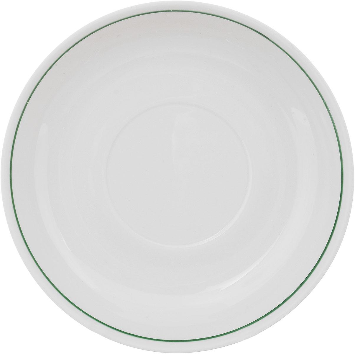 Блюдце Фарфор Вербилок, диаметр 14 см. 558001558001Блюдце Фарфор Вербилок выполнено из высококачественного фарфора. Изделие идеально подойдет для сервировки стола и станет отличным подарком к любому празднику. Диаметр блюдца (по верхнему краю): 14 см. Высота блюдца: 2,5 см.