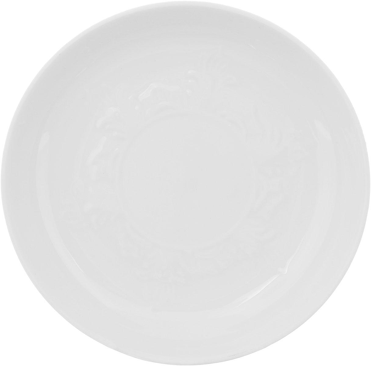 Блюдце Фарфор Вербилок, диаметр 14 см. 55800Б55800ББлюдце Фарфор Вербилок выполнено из высококачественного фарфора. Изделие идеально подойдет для сервировки стола и станет отличным подарком к любому празднику. Диаметр блюдца (по верхнему краю): 14 см. Высота блюдца: 2,5 см.