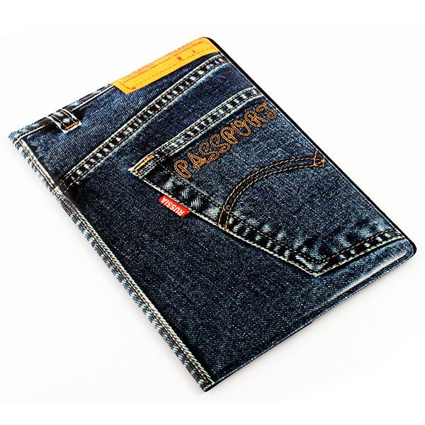 Обложка для паспорта Эврика Джинс New, цвет: синий. 9602696026Обложка для паспорта от Evruka - оригинальный и стильный аксессуар, который придется по душе истинным модникам и поклонникам интересного и необычного дизайна. Качественная обложка выполнена из легкого и прочного ПВХ, который надежно защищает важные документы от пыли и влаги. Рисунок нанесён специальным образом и защищён от стирания. Изделие раскладывается пополам. Внутри размещены два накладных кармашка из прозрачного ПВХ. Простая, но в то же время стильная обложка для паспорта определенно выделит своего обладателя из толпы и непременно поднимет настроение. А яркий современный дизайн, который является основной фишкой данной модели, будет радовать глаз.