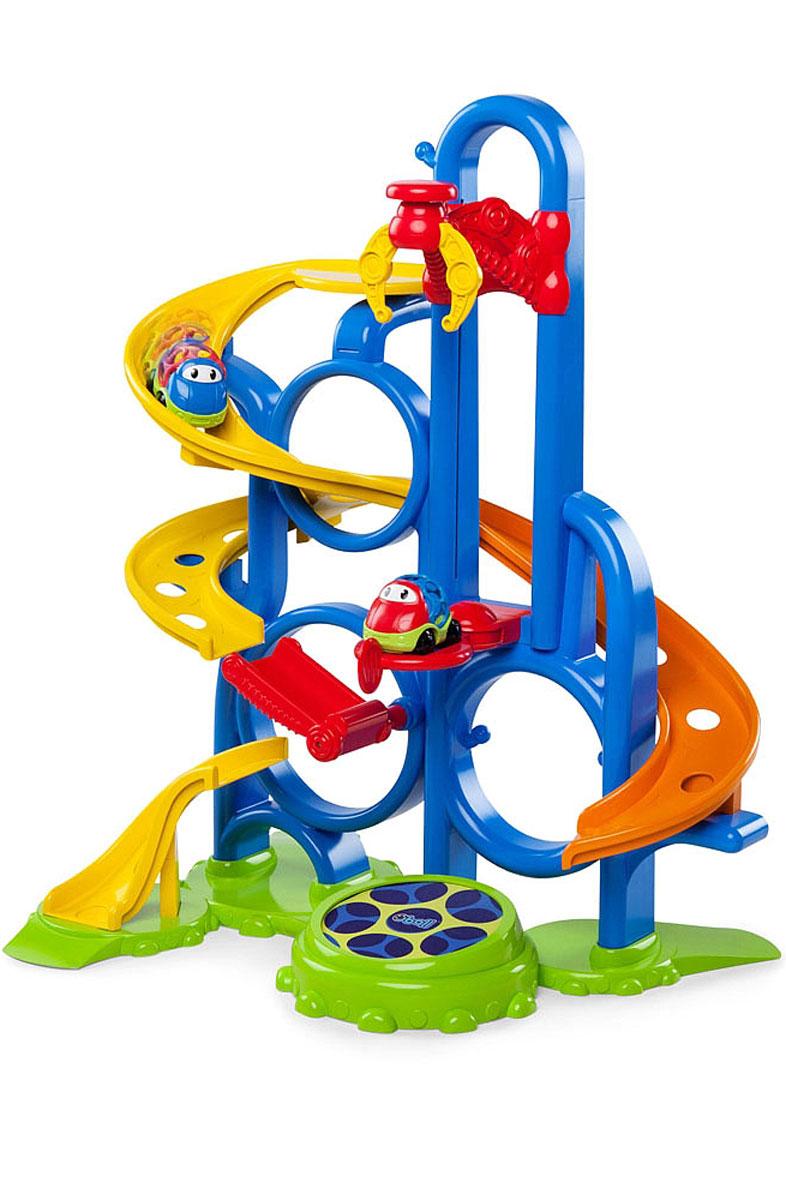 Oball Игрушечный трек10315Игрушечный трек Oball отлично подойдет для забавных гонок на виражах! При помощи автомобильного подъемника малыш сможет устроить аттракцион для машинок. Подъемник поднимает машинку с платформы, останавливается наверху и отпускает ее - машинка падает на мягкий батут и прыгает на нем. Два подвижных участка гоночного трека создают сюрпризы на пути машинки и меняют направление ее движения. В комплект входят гоночный трек с подъемником и машинка Oball. Все элементы набора выполнены из качественных и безопасных для ребенка материалов.