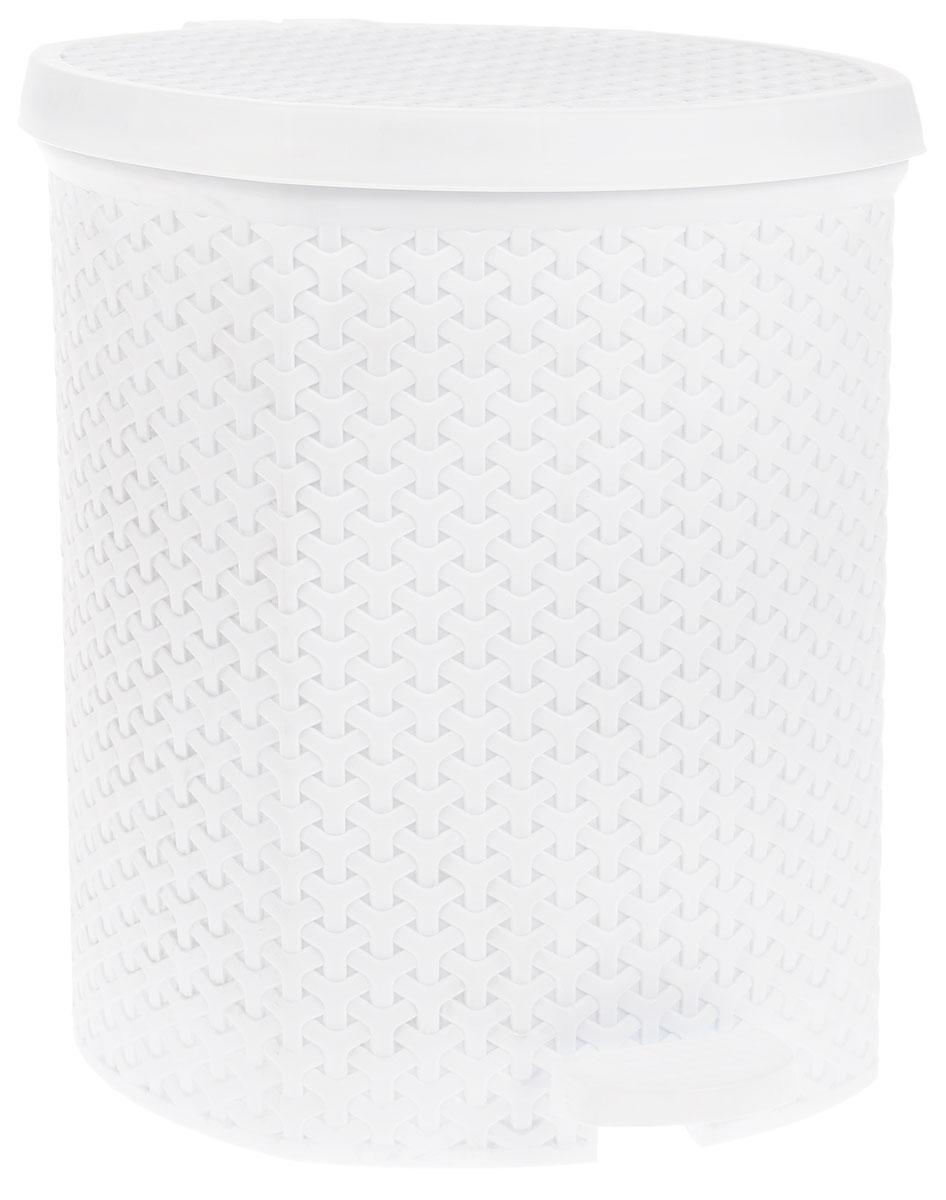 Контейнер для мусора Magnolia Home, с педалью, цвет: белый, 21 л3700Мусорный контейнер Magnolia Home очень удобен в использовании как дома, так и в офисе. Изделие, выполненное из прочного пластика, не боится ударов. Контейнер оснащен педалью, с помощью которой можно открыть крышку. Закрывается крышка практически бесшумно, плотно прилегает, предотвращая распространение запаха. Внутри пластиковая емкость для мусора, которую при необходимости можно достать из контейнера. Интересный дизайн разнообразит интерьер кухни и сделает его более оригинальным. Высота контейнера: 39 см.