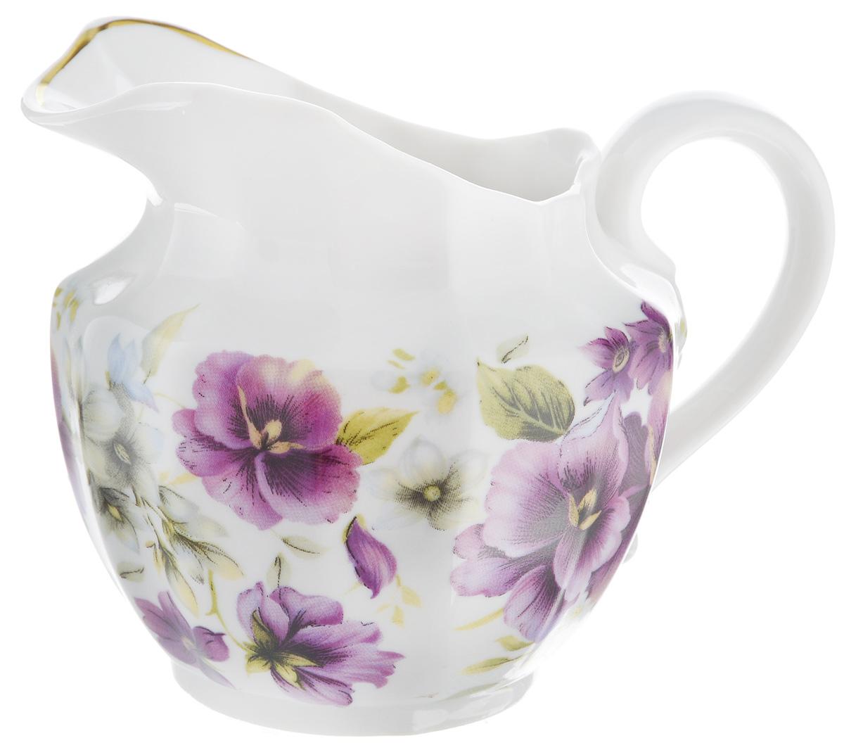 Сливочник Фарфор Вербилок Фиалки, 350 мл7983154Сливочник Фарфор Вербилок Фиалки выполнен из высококачественного фарфора и декорирован рисунком с изображением цветов. Это изделие предназначено для того, чтобы красиво и аппетитно подавать на стол сливки или молоко к чаю, кофе, супу или фруктам. Размер сливочника (по верхнему краю): 9 х 7 см. Высота сливочника: 10 см.