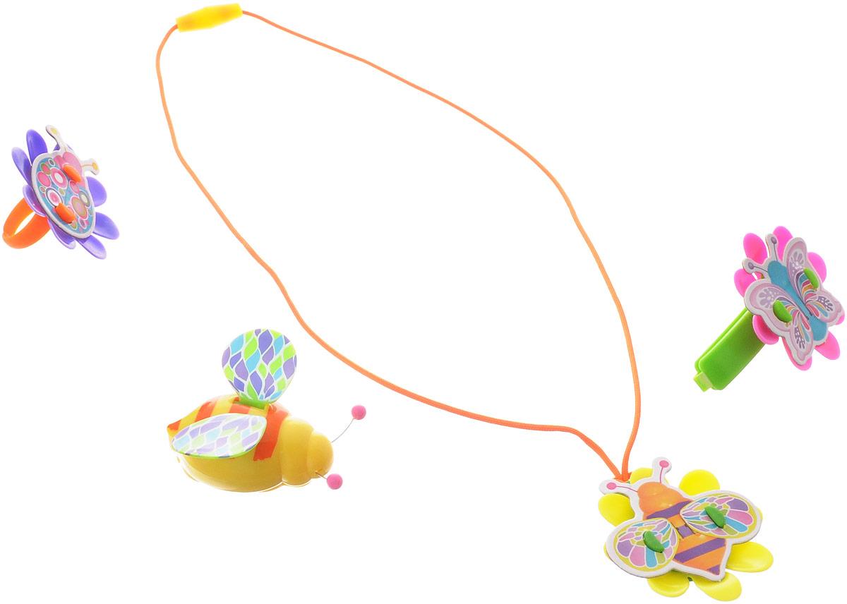 Magic Blooms Интерактивная игрушка Волшебный жучок с ожерельем кольцом и заколкой88471SИнтерактивная игрушка Magic Blooms Волшебный жучок с ожерельем кольцом и заколкой непременно понравится каждой девочке. Необходимо дотронуться до антенны (в виде усиков), чтобы услышать жужжание и увидеть, как жучок машет крыльями. Пение сопровождается световыми эффектами. Вы можете создать дуэт, объединив двух Magic Blooms вместе. Волшебный жучок соединяется с Восхитительным цветком Amazing Flowers, они будут петь синхронно. В комплект входит Волшебный жучок, ожерелье, кольцо и заколка. Рекомендуется докупить 2 батарейки напряжением 1,5V типа AG13 (товар комплектуется демонстрационными).