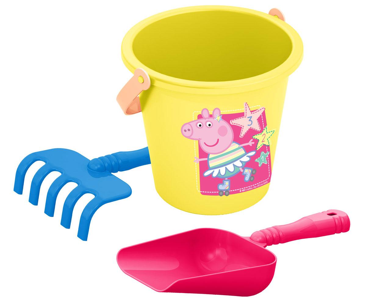 Peppa Pig Песочный набор №1 Свинка Пеппа30693С песочным набором Peppa Pig вашему малышу не придется скучать на прогулке, ведь игра в песочнице в компании любимых героев мультфильма вдвойне интереснее. Использование набора способствует развитию мелкой моторики, общей координации движений и, конечно же, воображения! В набор входят 3 предмета: ведерко, грабли, совок. Игрушки выполнены из высококачественного безопасного пластика.