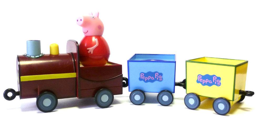Peppa Pig Игровой набор Поезд Пеппы-неваляшки28793Свинка Пеппа приглашает малышей в увлекательное путешествие на паровозике. В паровозике для нее и ее друзей находятся 3 круглых сидения: они прекрасно подходят как для неваляшек, так и для обычных фигурок из серии Peppa Pig. Когда поезд движется, вагончики забавно покачиваются, а Пеппа-неваляшка покачивается и вращается, не выпадая. Покрутите неваляшку свинки на столе или полу, и она затанцует, закрутится, закачается в разные стороны и даже не подумает упасть. Игра с таким замечательным набором подарит ребятишкам море радости и поможет развивать мышление и координацию движений.