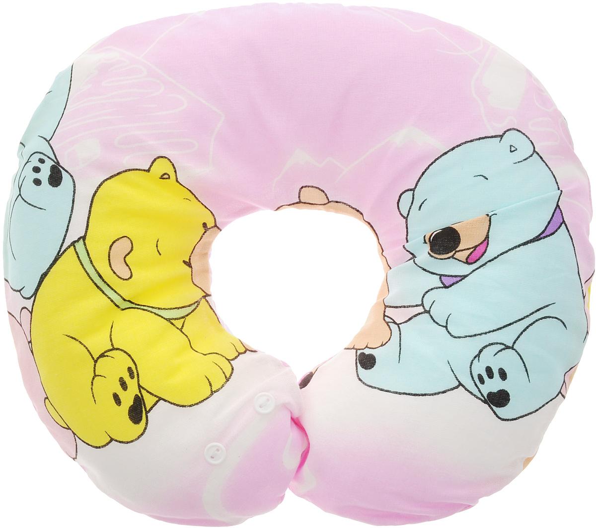 Selby Подушка-воротник для младенца Мишки цвет розовый 30 х 25 см5582_розовыйДетская подушка-воротник Selby Мишки изготовлена из мягкого натурального хлопка с наполнителем из пенополистирола. Подушка удобна и комфортна. Она поддерживает головку ребенка во время сна, отдыха или купания. Благодаря такой подушке при купании руки у мамы свободны, поэтому можно без труда помыть ребенка, пока он плавает. Подушка фиксируется вокруг шеи. Изделие также идеально подходит для длительных поездок в самолете, машине, коляске или автокресле. Подушка имеет съемный чехол на застежке-молнии, который вы можете постирать. Уход: машинная стирка (40 °C) и деликатный отжим. Предварительная стирка обязательна.
