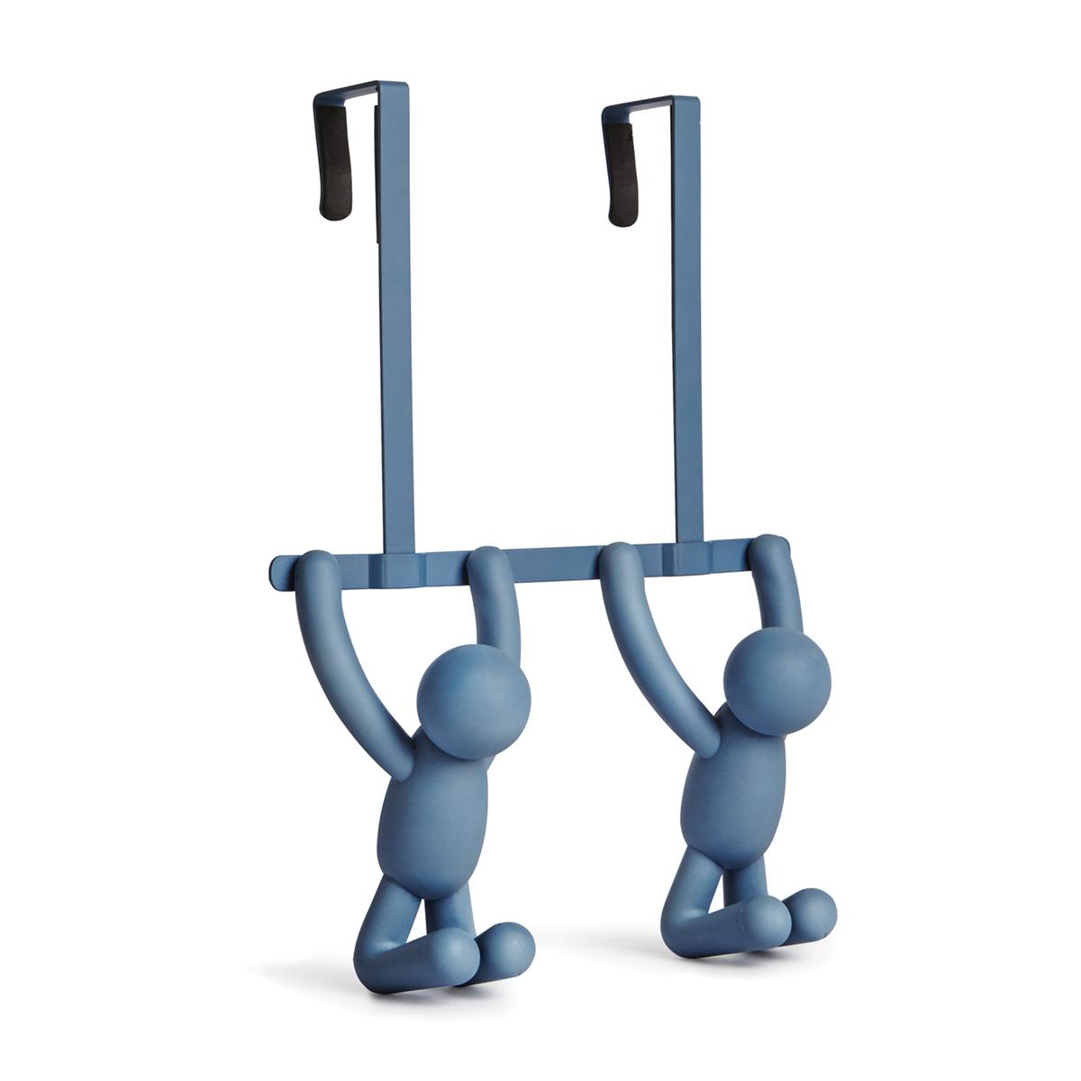 Вешалка на дверь Umbra Buddy, цвет: синий1004260-755Пополнение в коллекции Buddy – двойные крючки с надверным креплением. Могут легко перемещаться с двери в ванную на дверь в спальню и обратно, а на выходные запросто переехать на дачу. Крючки рассчитаны на межкомнатные двери стандартной глубины. Внутри каждого крючка предусмотрены мягкие амортизаторы, защищающие дверь от царапин Дизайнеры Wesley Chau & Alan Wisniewski
