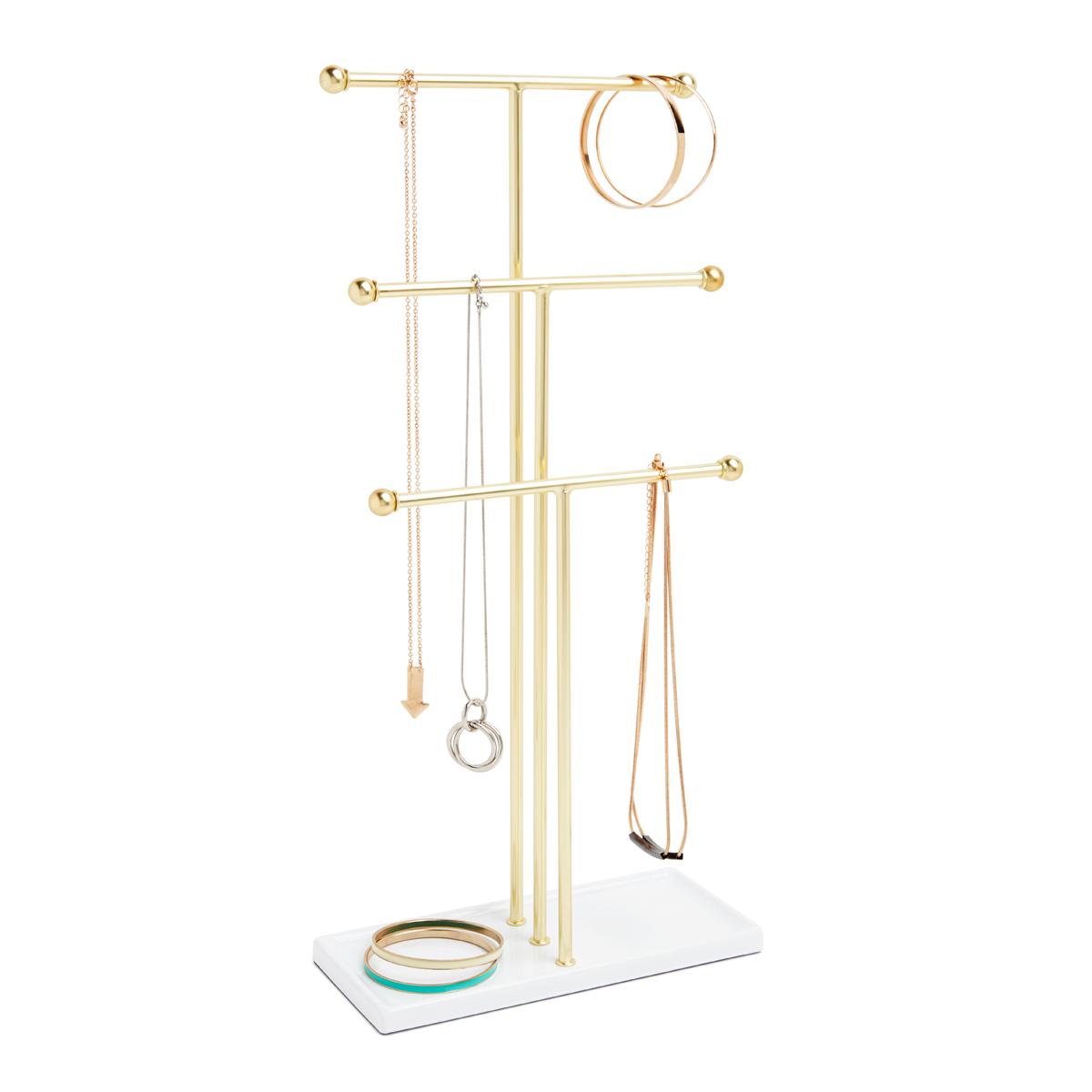 Органайзер для украшений Umbra Trigem299330-524Высокотехнологично и высокофункционально: трехъярусный держатель для украшений продуман для мелочей. Самый высокий - для бус, средний - для длинных серег и цепочек, малый - для браслетов, сережек, колец. Плюс подставка держателя как дополнительное пространство для часов или клипс. Если ваши украшения хранятся в коробке или еще хуже - валяются в ящике стола, то самое время организовать их!