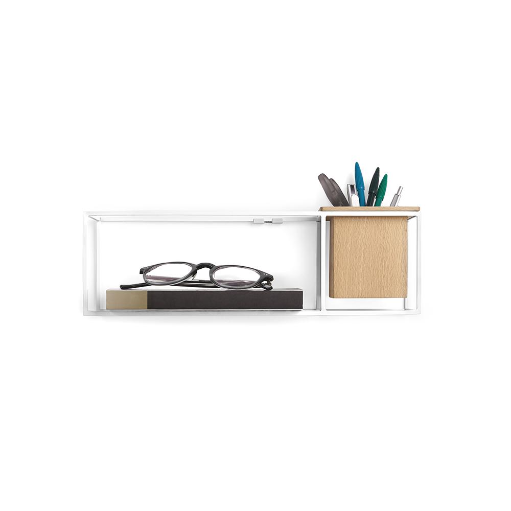 Полка-органайзер Umbra Cubist, 11,6 х 12 х 38,1 см470755-660Легкий каркас этой полки создает эффект невесомости, благодаря которому вещи будто парят в воздухе. Деревянный кубический контейнер может служить в качестве органайзера для мелочей или кашпо для цветов. Полку можно повесить на стену или поставить на стол.
