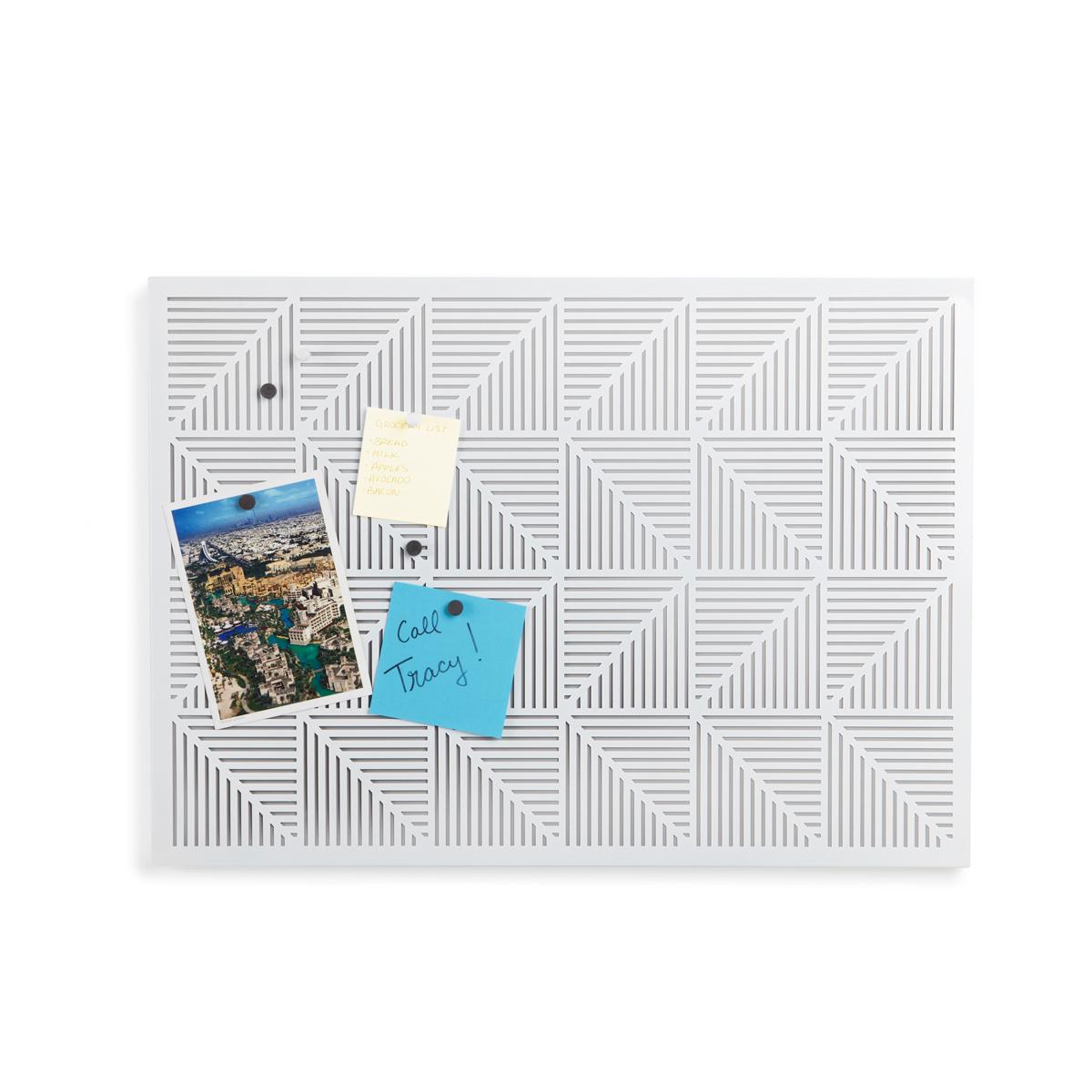 Украшение на стену Umbra Trigon, цвет: белый470790-660Строгие геометрические формы не ограничивают воображение, а наоборот, вдохновляют на творчество и создание неповторимых интерьеров. Металлические узоры на этой доске не только складываются в интересную картинку, но и удобны для использования с магнитами и кнопками. Повесьте ее горизонтально или вертикально и крепите фотографии, записки, рисунки и напоминалки. В наборе 12 кнопок и 12 магнитов. Отличный декор для офиса и кабинета.