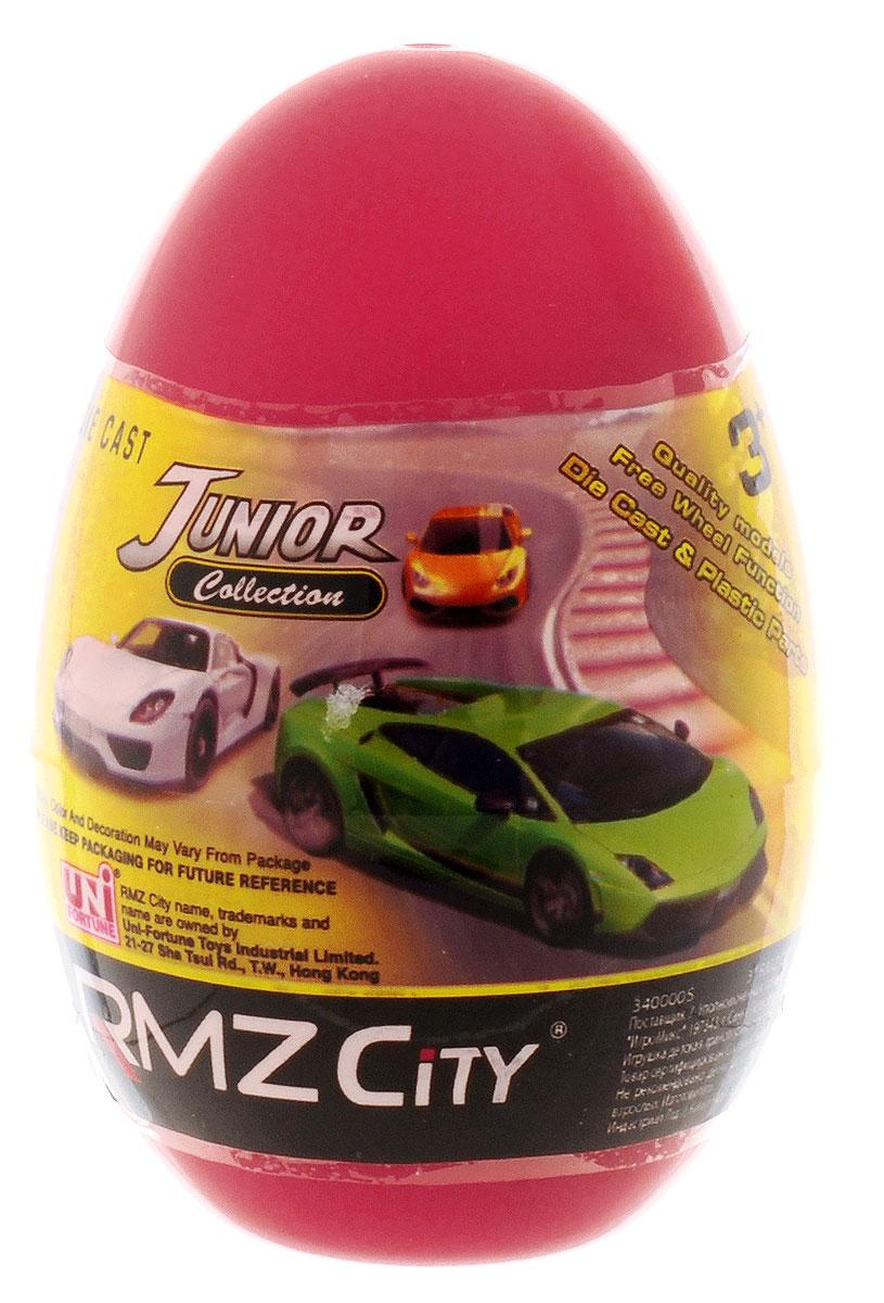 Uni-Fortune Toys Яйцо с моделью автомобиля цвет красный3440000SКаждый мальчик будет рад яйцу с сюрпризом, ведь в нем спрятана металлическая модель машинки в масштабе 1:64. В серии RMZ City всего представлено 9 моделей. Машинка отлично развивает скорость на гладкой поверхности, если ее подтолкнуть, и в точности повторяет внешний вид настоящего автомобиля.