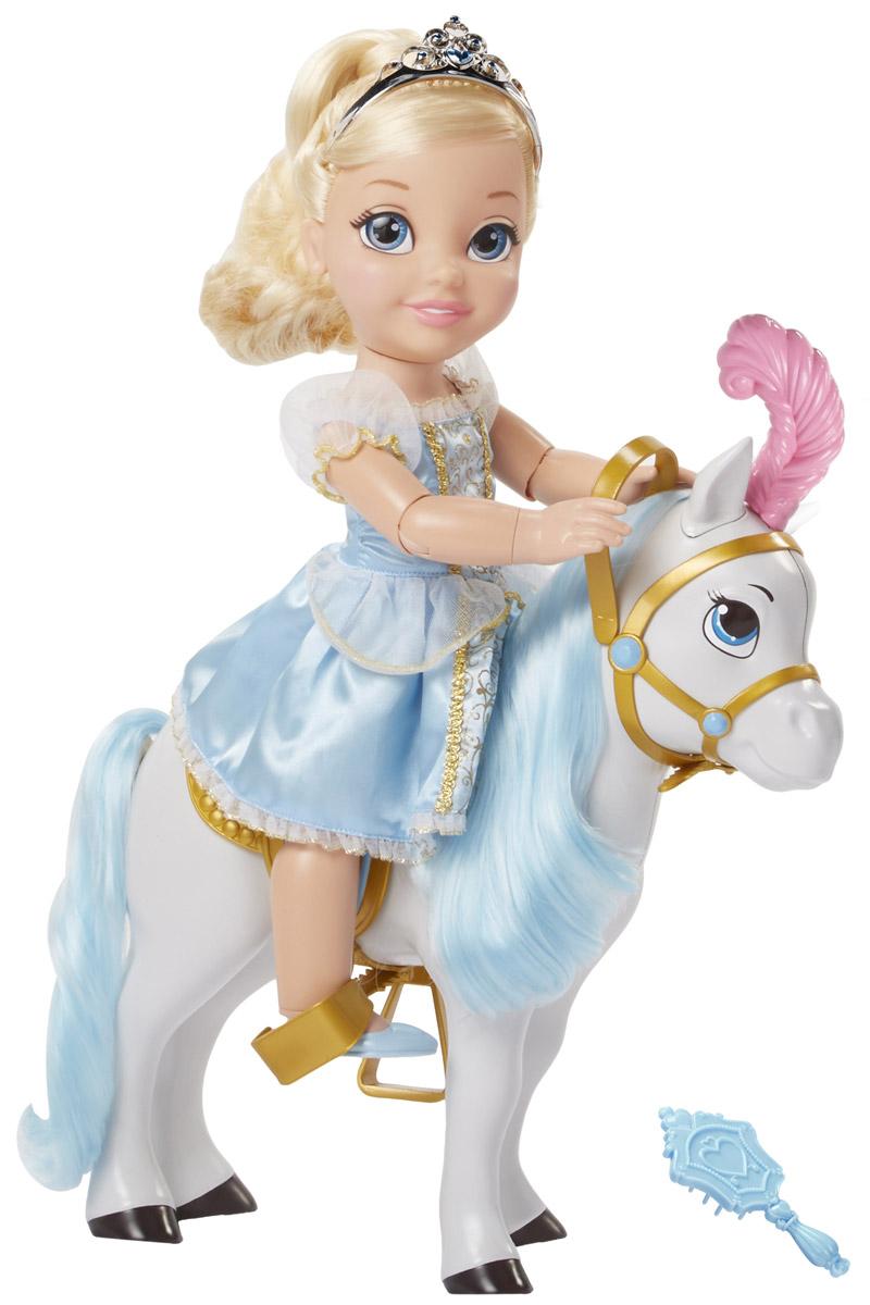 Disney Princess Игровой набор с куклой Золушка и лошадь767000_Sinderella и лошадьИгровой набор Disney Princess Золушка и лошадь поможет вашей маленькой принцессе окунуться в сказочный мир. Набор содержит очаровательную куколку Золушку и ее верного коня. Кукла выполнена из качественного пластика и одета в прекрасное голубое платье с блестками. На ножках куколки - голубые туфельки. У куклы прекрасные светлые локоны, которые можно заплетать. Голову украшает серебристая тиара. Сверкающее платье выглядит совсем как в мультфильме про Золушку. У лошадки голубая грива и длинный хвост, а на голове - розовое перо. У куколки несколько точек артикуляции, благодаря чему, она может удобно сидеть на коне, сгибая ножки и держа поводок. Ваша малышка с удовольствием будет играть с набором, придумывая различные истории.