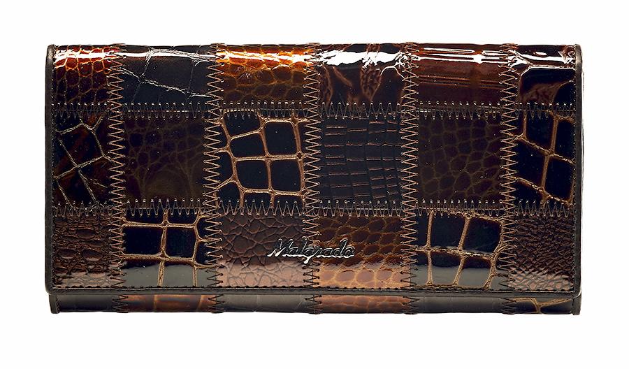 Кошелек женский Malgrado, цвет: коричневый. 72032-3A-490A72032-3A-490A CoffeeСтильный кошелек Malgrado изготовлен из натуральной кожи коричневого цвета с декоративным комбинированным тиснением и вмещает в себя купюры в развернутом виде в полную длину. Внутри содержит четыре отделения для купюр, одно из которых на молнии, восемь карманов для дисконтных карт, визиток, кредиток, один прозрачный кармашек, в который можно положить пропуск, проездной документ или фотографию, отделение для мелочи, закрывающиеся на металлический замок и дополнительный потайной карман. Закрывается кошелек клапаном на кнопку. Кошелек упакован в подарочную металлическую коробку с логотипом фирмы. Такой кошелек станет замечательным подарком человеку, ценящему качественные и практичные вещи. Характеристики: Материал: натуральная кожа, текстиль, металл. Размер кошелька: 18,5 см х 9 см х 3 см. Цвет: коричневый. Размер упаковки: 23 см х 13 см х 4,5 см. Артикул: 72032-3A-490A Coffee.