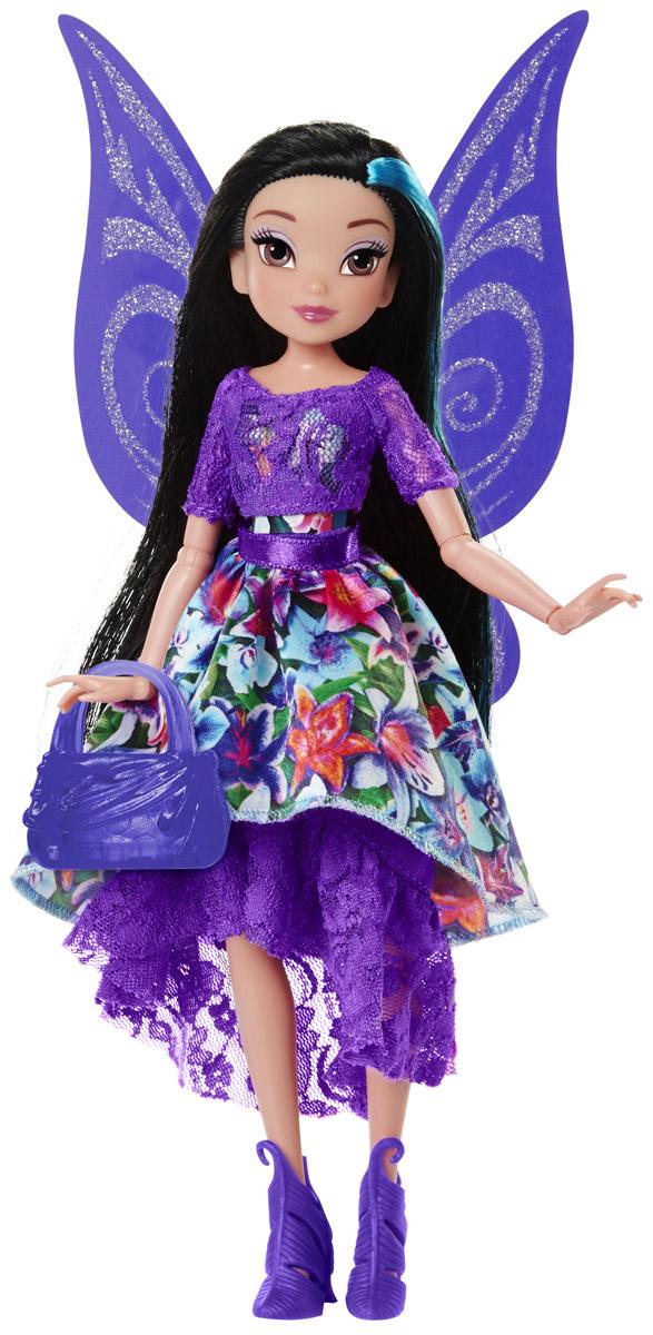 Disney Fairies Кукла Pixie Prints Фея Silvermist956660/SilvermistКукла Disney Fairies Фея Silvermist создана специально для поклонниц мультфильма Феи Дисней. Она одета в яркий, красочный наряд и выглядит очень эффектно. У феи красивые густые черные волосы с синей прядью, большие, невероятно выразительные глаза и милое улыбчивое личико. Наряд феи состоит из двух пышных юбок и кружевной кофточки, которые можно снимать и комбинировать в разных вариациях. У куколки, как и у настоящей феи, имеются большие тонкие крылышки, усыпанные блестками. На ноках у феи - оригинальные фиолетовые туфельки, а в руках она держит изящную сумочку. У куклы подвижны руки и ноги, сгибаются кисти и локти, благодаря чему она может принимать самые изящные позы.