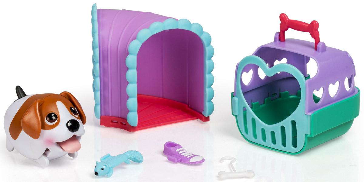 Chubby Puppies Набор фигурок Тоннель56701_20070169Набор фигурок Chubby Puppies Тоннель непременно понравится вашему ребенку. В наборе фигурка очаровательного щенка бигля, тоннель с косточкой, белка, кроссовок и переноска для щенка. Переноска дополнена ручкой и открывающейся дверью. Щенок может переносить во рту свои игрушки - кроссовок и белку. Щеночек умеет забавно передвигаться, шагая вразвалку, благодаря чему игра с ним становится еще более интересной и увлекательной. Язык, хвостик и ушки у собачки подвижные. Набор выполнен из яркого качественного пластика и совершенно безопасен для здоровья вашего ребенка. Порадуйте вашего малыша таким замечательным подарком! Для работы требуется 1 батарейка типа ААА (входит в комплект).