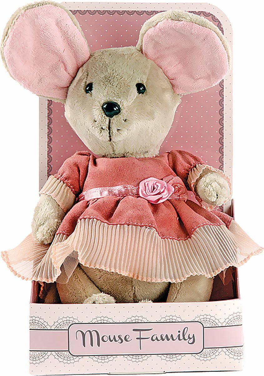 Fluffy Family Мягкая игрушка Lady mouse Лакомка в коралловом платье 25 см681201Авторская мягкая игрушка из оригинальной коллекции Mouse Family торговой марки Fluffy Family. Очаровательная мышка из серии Lady Mouse — настоящая винтажная модница, которая знает толк в лентах и кружевах. Высота игрушки — 25 см. У мышки — подвижные шарнирные лапки. Наполнитель — волокно полиэфирное и полиэтиленовые гранулы. Материал — плюш и текстильные материалы. Фурнитура из пластмассы. Рекомендована ручная стирка при температуре 30°. Индивидуальность образа мышки Лакомки подчеркивает авторское платье в нежных коралловых тонах. Упаковка, созданная в модном стиле шебби-шик, придает стилевую законченность игрушечному образу и воплощает идею готового подарка с ярким характером и большим шармом.