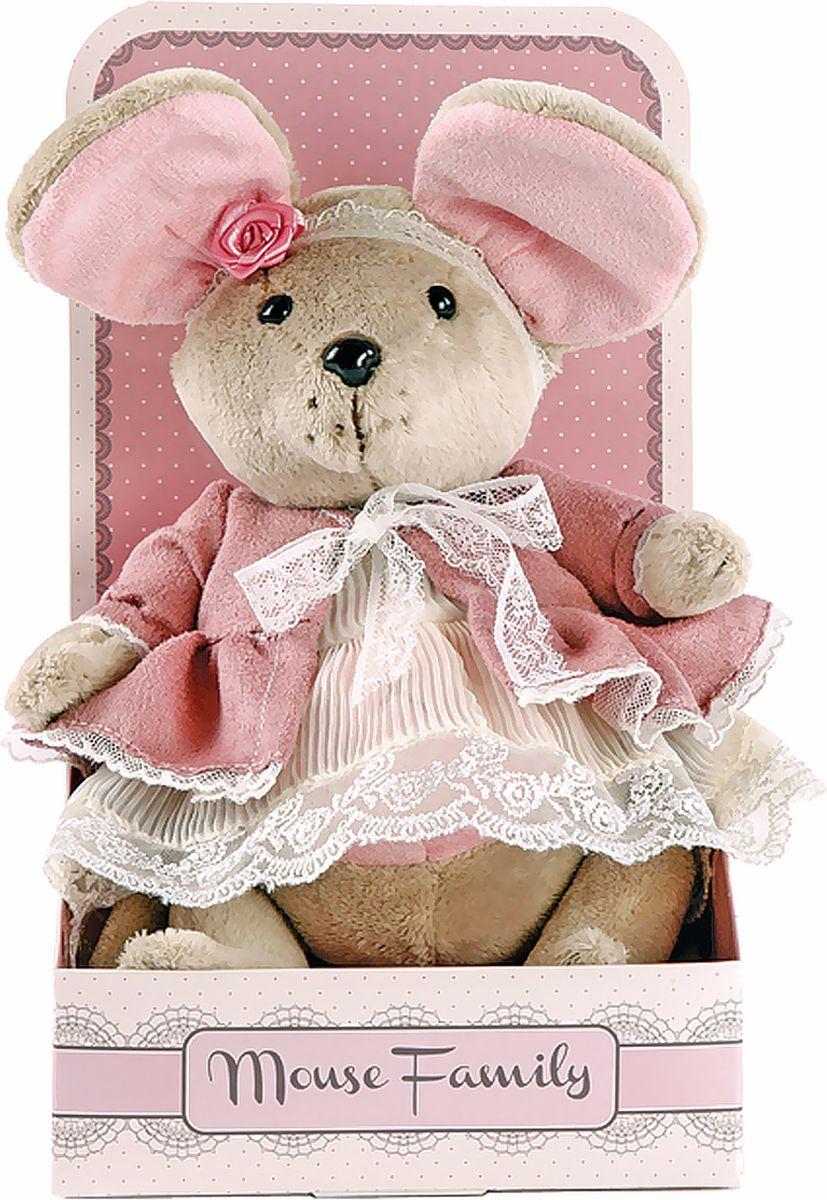 Fluffy Family Мягкая игрушка Lady mouse Розочка в пальто 25 см681203Авторская мягкая игрушка из оригинальной коллекции Mouse Family торговой марки Fluffy Family. Очаровательная мышка из серии Lady Mouse — настоящая винтажная модница, которая знает толк в лентах и кружевах. Высота игрушки — 25 см. У мышки — подвижные шарнирные лапки. Наполнитель — волокно полиэфирное и полиэтиленовые гранулы. Материал — плюш и текстильные материалы. Фурнитура из пластмассы. Рекомендована ручная стирка при температуре 30°. Индивидуальность образа Розочки подчеркивает авторское кружевное платье с жаккардовым пальто в розовых тонах. Упаковка, созданная в модном стиле шебби-шик, придает стилевую законченность игрушечному образу и воплощает идею готового подарка с ярким характером и большим шармом.