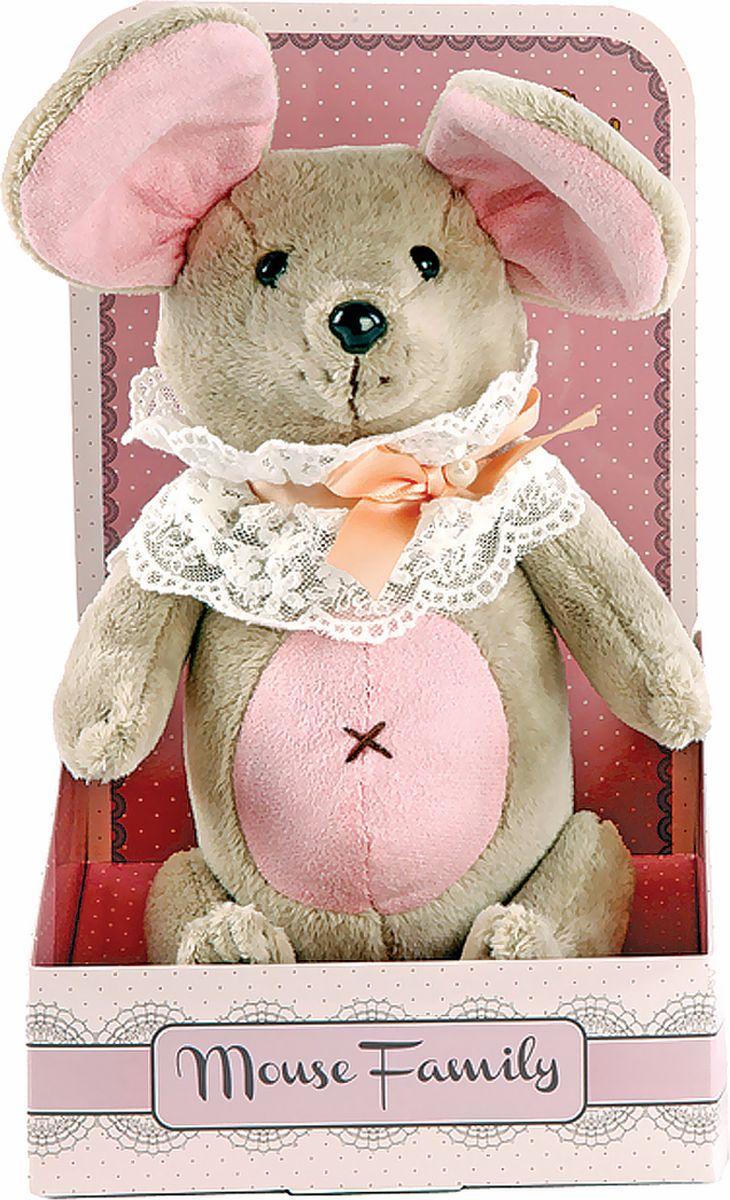 Fluffy Family Мягкая игрушка Вaby mouse Неженка в жабо 25 см681210Авторская мягкая игрушка из оригинальной коллекции Mouse Family торговой марки Fluffy Family. Очаровательная мышка из серии Baby Mouse совсем еще малышка, трогательная и нежная. Высота игрушки — 25 см. У мышки — подвижные шарнирные лапки. Наполнитель — волокно полиэфирное и полиэтиленовые гранулы. Материал — плюш и текстильные материалы. Фурнитура из пластмассы. Рекомендована ручная стирка при температуре 30°. Индивидуальность образа мышки Неженки подчеркивает легкая кружевная манишка на шее, украшенная бантом нежно-персикового цвета. Упаковка, созданная в модном стиле шебби-шик, придает стилевую законченность игрушечному образу и воплощает идею готового подарка с ярким характером и большим шармом.