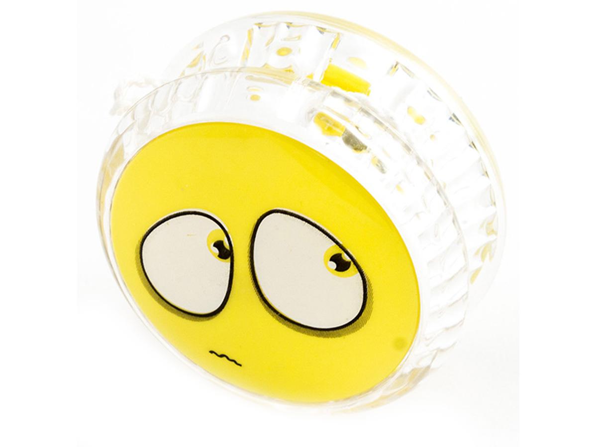 Россия Волчок на шнуре Yo-Yo Смайл Эврика цвет желтый97043Йо-йо - популярная игрушка, состоящая из двух дисков на оси, подшипника и шнура, при помощи которого волчок раскручивают, задавая ему определённую траекторию. Игрушка, изBec тная со времён античности, помогает занять руки, успокоиться и собраться с мыслями. Разноцветные пластиковые детали корпуса и забавные картинки не дадут заскучать начинающим спортсменам. Материал: пластик Размер в упаковке: 13,5*3*8см Упаковка: блистер