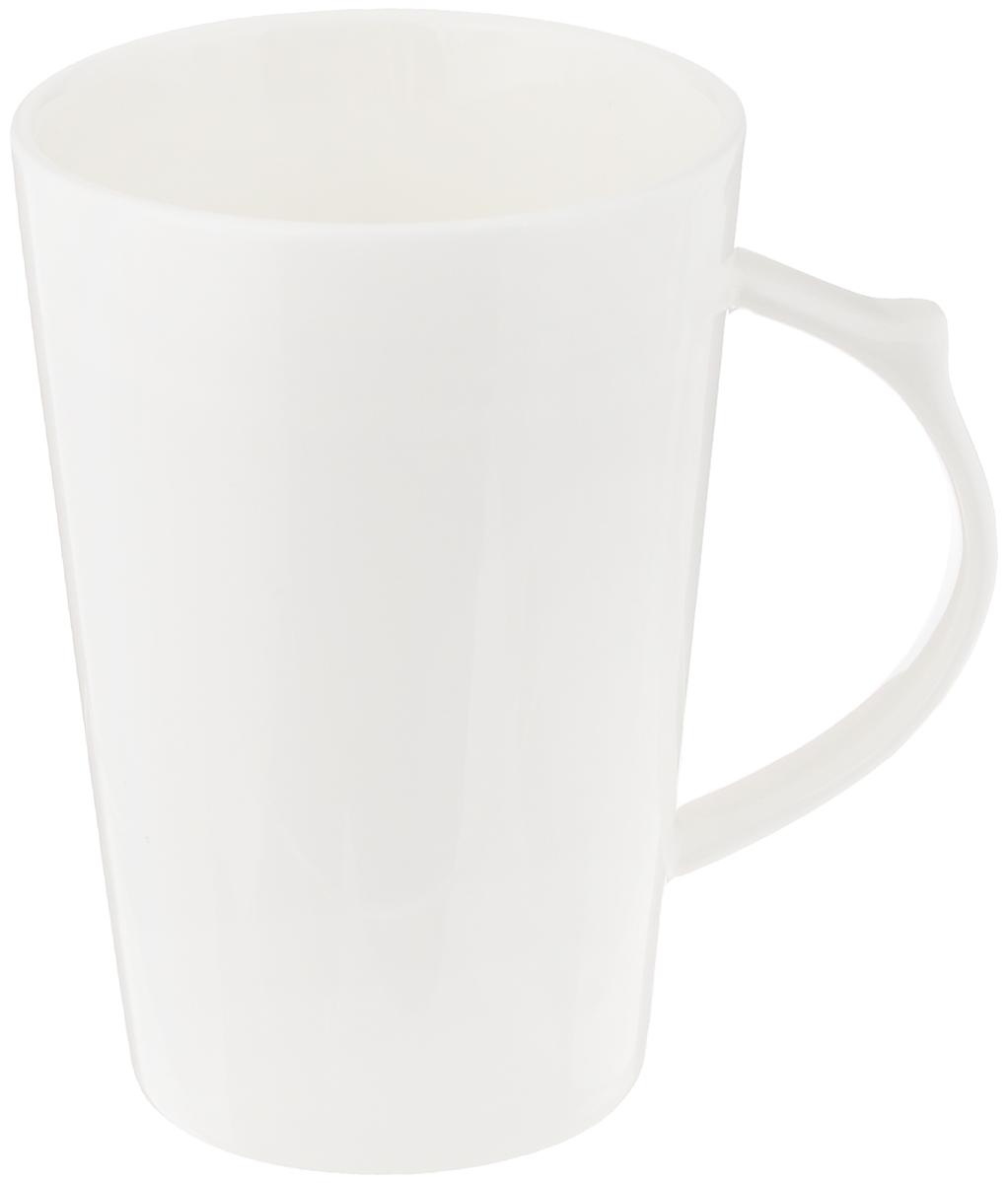 Кружка Wilmax, 380 млWL-993012 / AИзящная кружка Wilmax выполнена из высококачественного фарфора. Изделие впишется в любой интерьер современной кухни, а также станет отличным дополнением к сервировке праздничного или обеденного стола. Диаметр кружки (по верхнему краю): 8 см.