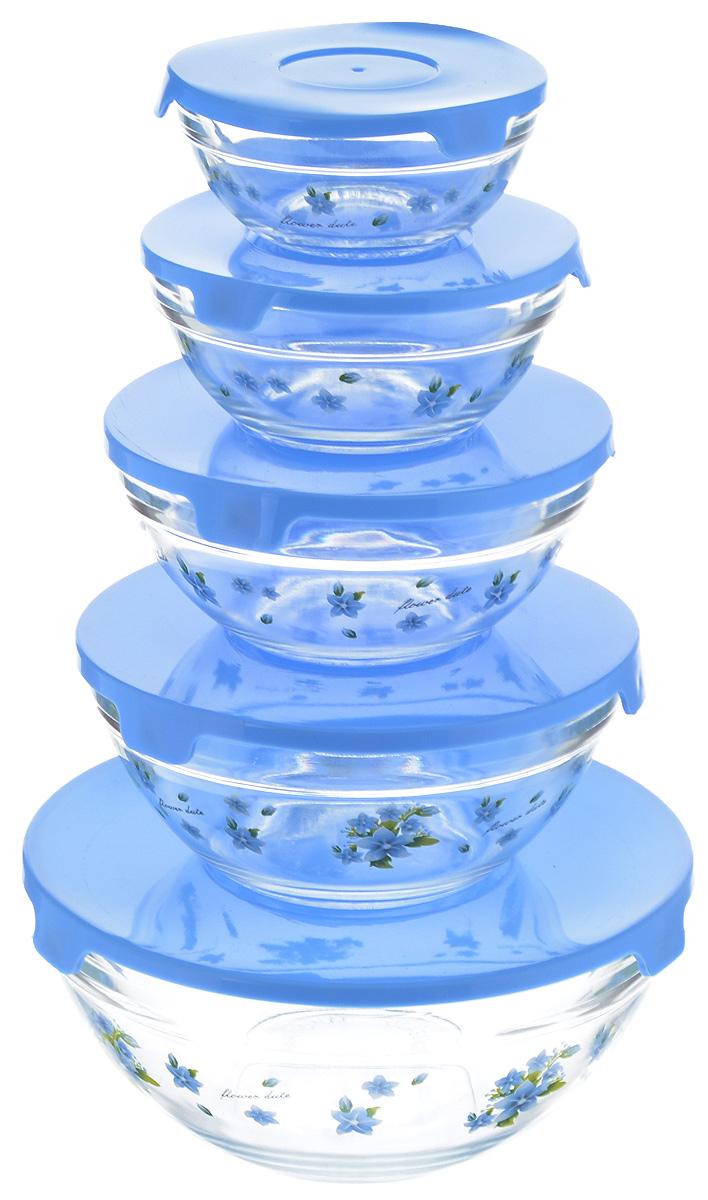 Набор салатников Loraine, с крышками, цвет: прозрачный, голубой, 5 шт331_прозрачный, голубойНабор Loraine, состоящий из пяти салатниц разного объема с плотно закрывающимися крышками, сочетает в себе изысканный дизайн с максимальной функциональностью. Салатницы выполнены из высококачественного стекла и оформлены цветочным рисунком. Такой набор прекрасно подходит для хранения продуктов и соусов без проливания. Можно мыть в посудомоечной машине. Объем салатниц: 150 мл, 250 мл, 420 мл, 600 мл, 1,1 л. Диаметр салатниц (по верхнему краю): 9 см, 10,5 см, 12,5 см, 14 см, 17 см. Высота стенок салатниц: 4 см, 5 см, 5,5 см, 6,5 см, 8 см.