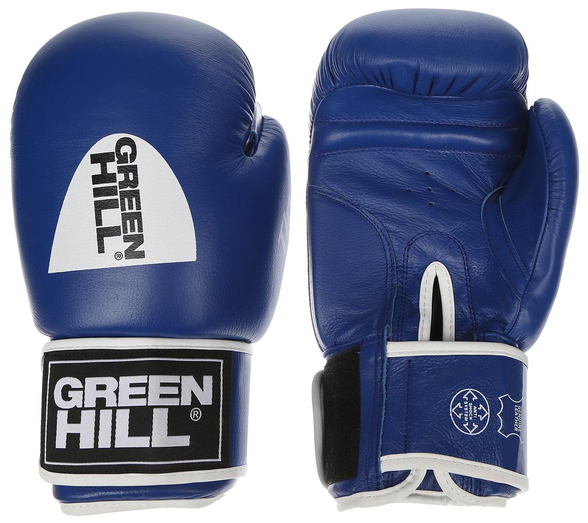 Перчатки боксерские Green Hill Tiger, цвет: синий, белый. Вес 14 унцийBGT-2010сБоевые боксерские перчатки Green Hill Tiger применяются как для соревнований, так и для тренировок. Верх выполнен из натуральной кожи, вкладыш - предварительно сформированный пенополиуретан. Манжет на липучке способствует быстрому и удобному надеванию перчаток, плотно фиксирует перчатки на руке. Отверстия в области ладони позволяют создать максимально комфортный терморежим во время занятий. В перчатках применяется технология антинокаут.