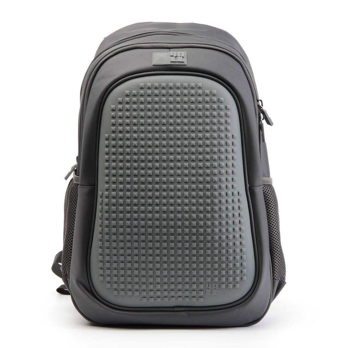 4ALL Рюкзак для мальчиков Case цвет темно-серыйRK61-09NРюкзак бренда 4ALL - это одновременно яркий, функциональный школьный аксессуар и площадка для самовыражения. Заботясь о Вашем комфорте, удобстве и творческом развитии мы создали уникальные рюкзаки CASE с силиконовой панелью и разноцветные мозаичные БИТЫ с помощью которых на рюкзаке можно создавать графические шедевры хоть каждый день! Наш рюкзак является не только помощником в переносе грузов, но и настоящей интерактивной площадкой! Благодаря силиконовой панели и пикселям он может информировать и транслировать любые Ваши художественные опыты! Особенности: AIR COMFORT system: - Система свободной циркуляции воздуха между задней стенкой рюкзака и спиной ребенка. ERGO system: - Разработанная нами система ERGO служит равномерному распределению нагрузки на спину ребенка. Она способна сделать рюкзак, наполненный учебниками, легким. ERGO служит сохранению правильной осанки и заботится о здоровье позвоночника! А также: - Гипоаллергенный силикон; - Водоотталкивающие материалы; - Устойчивость...