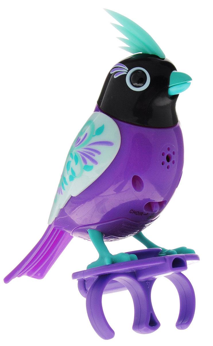 DigiFriends Интерактивная игрушка Птичка с кольцом цвет фиолетовый черный88286-5У вас есть шанс получить уникального домашнего питомца - поющую птичку. Не каждый может похвастаться этим. Эта умная птичка интерактивная, она будет развлекать вас различными мелодиями, пением и ритмичными движениями. Для активизации птички необходимо подуть на нее. Чтобы активировать режим проигрывания мелодий достаточно посвистеть в свисток, который имеется в комплекте. Игрушка издает 55 вариантов мелодий и звуков. Кольцо-свисток может служить как переносной насест для птички. Ребенок может надеть кольцо на два пальца, закрепить там игрушку и свободно играть или даже бегать. Птичка устойчива на любой ровной поверхности. Игрушка может поворачивать голову и шевелить клювом в такт мелодии. Игрушка работает в двух режимах: соло и хор. Можно синхронизировать неограниченное количество птичек или других персонажей DigiFriends. Главным в хоре становится персонаж, которого первого включили. Необходимо размещать DigiFriends на расстоянии не более 15 см от главной...