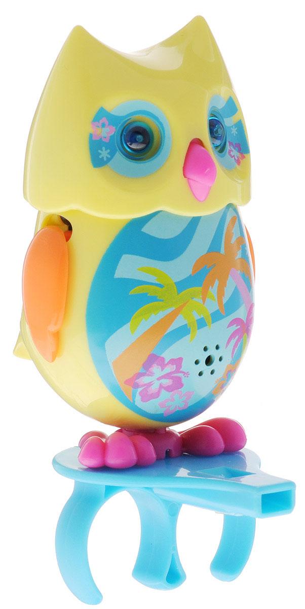 DigiFriends Интерактивная игрушка Сова с кольцом цвет желтый голубой оранжевый88285-9У вас есть шанс получить уникального домашнего питомца - сову. Не каждый может похвастаться этим. Эта умная птичка интерактивная, она будет развлекать вас различными мелодиями, уханьем, световыми эффектами и танцами в виде покачиваний в такт музыке. Для активизации совы необходимо подуть на нее. Чтобы активировать режим проигрывания мелодий и уханья совы, достаточно посвистеть в свисток, который имеется в комплекте. Игрушка издает 55 вариантов мелодий и звуков. Кольцо-свисток может служить как переносной насест для совы. Ребенок может надеть кольцо на два пальца, закрепить там сову и свободно играть или даже бегать. Сова DigiFriends устойчива на любой ровной поверхности. Когда сова поет, ее глаза весело сверкают. Сова может поворачивать голову и шевелить клювом в такт мелодии. Игрушка работает в двух режимах: соло и хор. Можно синхронизировать неограниченное количество сов или других персонажей DigiFriends. Главным в хоре становится персонаж, которого первого включили....