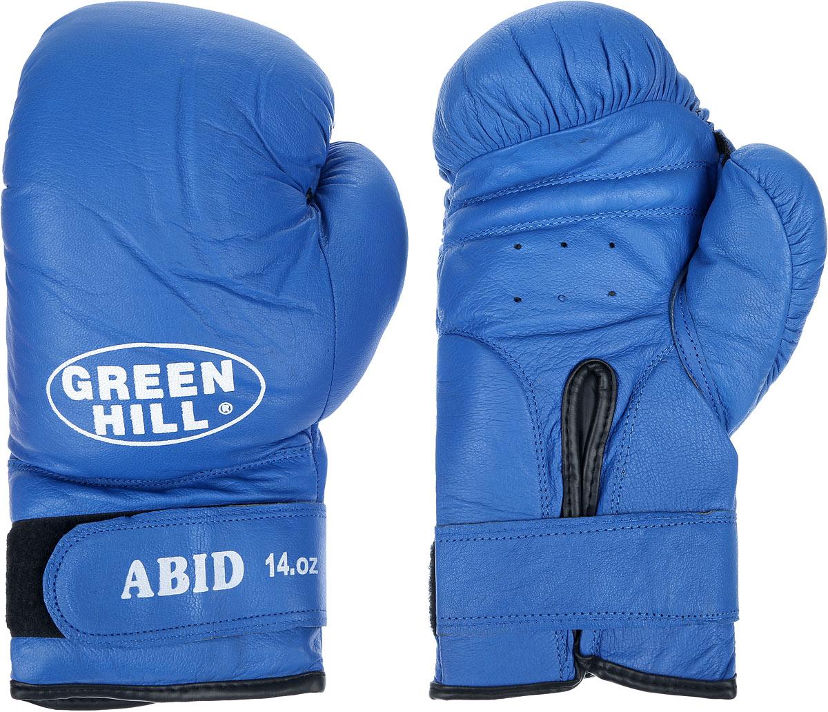 Перчатки боксерские Green Hill Abid, цвет: синий, белый. Вес 14 унцийBGA-2024Боксерские тренировочные перчатки Green Hill Abid выполнены из натуральной кожи. Они отлично подойдут для начинающих спортсменов. Мягкий наполнитель из очеса предотвращает любые травмы. Отверстия в районе ладони обеспечивают вентиляцию. Широкий ремень, охватывая запястье, полностью оборачивается вокруг манжеты, благодаря чему создается дополнительная защита лучезапястного сустава от травмирования. Застежка на липучке способствует быстрому и удобному надеванию перчаток, плотно фиксирует перчатки на руке.