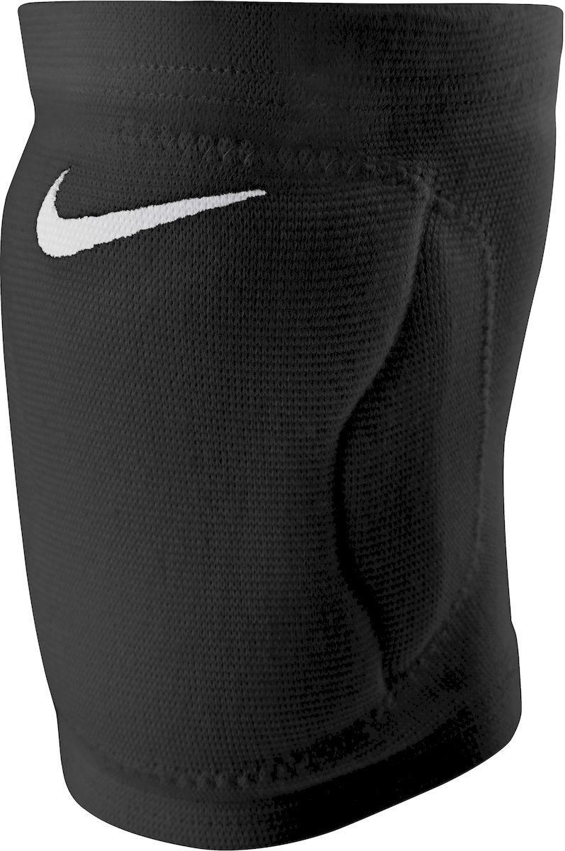 Наколенник Nike Streak Volleyball Knee Pad, цвет: черный. Размер S/XSN.VP.07.001.2S- Защитные наколенники, сделанные из вспененной резины, не натирают, комфортно сидят на ноге. - Материал DRI-FIT и вентилируемые зоны сзади обеспечивают максимальную воздухопроницаемость. - С внутренней стороны имеет мягкую подкладку. - Конструкция не стесняет в движениях. - Очень лёгкие и плотно обтягивают ногу.