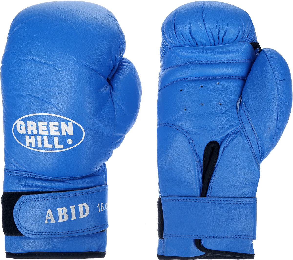 Перчатки боксерские Green Hill Abid, цвет: синий, белый. Вес 16 унцийBGA-2024Боксерские тренировочные перчатки Green Hill Abid выполнены из натуральной кожи. Они отлично подойдут для начинающих спортсменов. Мягкий наполнитель из очеса предотвращает любые травмы. Отверстия в районе ладони обеспечивают вентиляцию. Широкий ремень, охватывая запястье, полностью оборачивается вокруг манжеты, благодаря чему создается дополнительная защита лучезапястного сустава от травмирования. Застежка на липучке способствует быстрому и удобному надеванию перчаток, плотно фиксирует перчатки на руке.