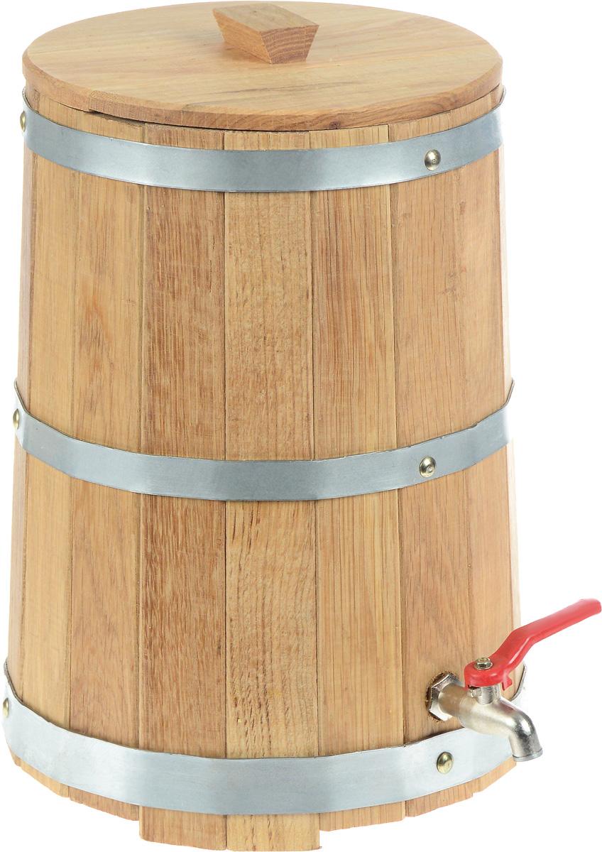Жбан Proffi Home, с краном, 10 лPH0201Жбан Proffi Home изготовлен из брусков дуба, стянутых тремя металлическими обручами. Он предназначен для хранения различных жидкостей, которые удобно разливать через кран, расположенный в нижней части изделия. Жбан является одной из тех приятных мелочей, без которых не обойтись при принятии банных процедур. Эксплуатация бондарных изделий. Перед первым использованием бондарное изделие рекомендуется подготовить. Для этого нужно наполнить изделие холодной водой и оставить наполненным на 2-3 часа. Затем необходимо воду слить, обдать изделие сначала горячей, потом холодной водой. Не рекомендуется оставлять бондарные изделия около нагревательных приборов, а также под длительным воздействием прямых солнечных лучей. С момента начала использования бондарного изделия не рекомендуется оставлять его без воды на срок более 1 недели. Но и продолжительное время хранить в таких изделиях воду тоже не следует. После каждого использования необходимо вымыть и ошпарить изделие...