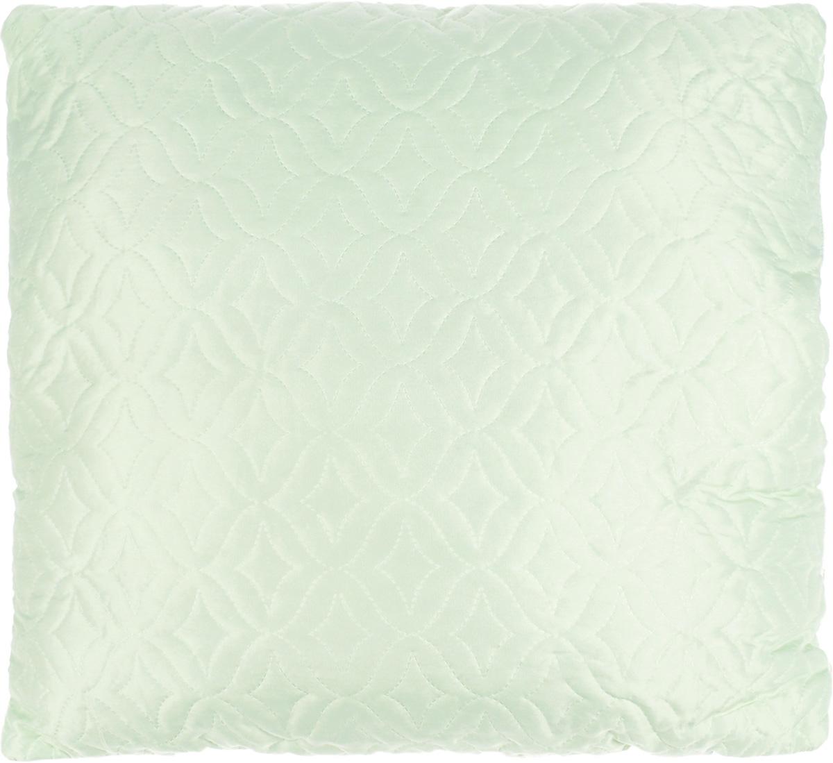 Подушка Mona Liza, наполнитель: бамбуковое волокно, цвет: светло-зеленый, 70 х 70 см. 539421539421_зеленыйПодушка Mona Liza подарит вам незабываемое чувство комфорта и умиротворения. Чехол выполнен из поликоттона, украшен фигурной стежкой и кантом по краю. В качестве наполнителя используется термополотно из бамбукового волокна, которое производится из особого сорта бамбука, растущего исключительно в чистых и незагрязненных горных областях. Натуральные, экологически чистые бамбуковые волокна обладают необыкновенными свойствами: экологичность, износостойкость, гипоаллергенность, гигроскопичность, антибактериальность. Микропористая структура волокон препятствует накоплению пыли и образованию запахов. Изделия из бамбукового волокна дышат и прекрасно впитывают и испаряют влагу. От природы бамбук обладает мощным дезодорирующим и антибактериальным эффектом. В бамбуковых подушках и одеялах не заводятся пылевые клещи. Изделия из волокна бамбука прекрасно подходят людям, страдающим аллергией и астмой. Они прочные, долговечные и износостойкие,...