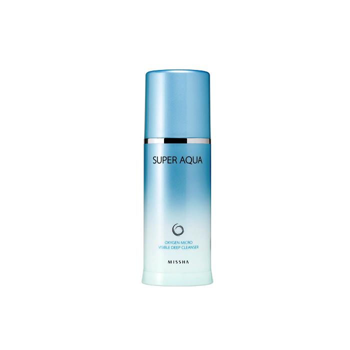 Missha Пенка кислородная для лица Super Aqua Oxygen Micro Visible Deep Cleanser, 120 млМШ1740Подходит для снятия макияжа с глаз и губ, не требует дополнительных очищающих средств. При контакте с воздухом пенка образует пузырьки кислорода, которые в сочетании с массажем эффективно растворяют даже самый стойкий макияж и глубоко очищают поры. Обогащен активным кислородом, глубоко и мягко очищает кожу, удаляет загрязнения из пор, снимает макияж. Благодаря высокому содержанию мощных растительных антиоксидантов (Swiss Alpine herb extract - экстракт швейцарских высокогорных трав) обладает тонизирующим действием, способствует регенерации клеток кожи, улучшает цвет лица. Гель вспенивается сам при нанесении на кожу! Отличная замена гидрофильному маслу, очищает любую самую стойкую косметику, а также ББ крем. Не требует дополнительных средств для очищения.