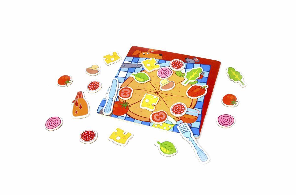 Classic World Развивающая магнитная игра Пицца3579Играй и развивайся! Приготовьте с вашими маленькими шеф-поварами настоящую пиццу. Уникальный набор включает игровое поле и магнитные элементы для декорирования и создания настоящей пиццы. Овощи, зелень, сыр и многое другое! Благодаря множеству деталей вы разовьете в ребенке: мелкую моторику, внимание и логику. А возможность составлять разные рецепты - прекрасно разовьет речь! Ребёнок сможет познакомиться с разнообразными видами продуктов, что будет способствовать расширению кругозора и пополнению словарного запаса. Придумывайте с ребёнком интересные виды пиццы, и когда он станет постарше реализуйте их на настоящей кухни. Игрушка выполнена из высококачественных материалов, а значит вы будете уверены в безопасности вашего ребёнка.