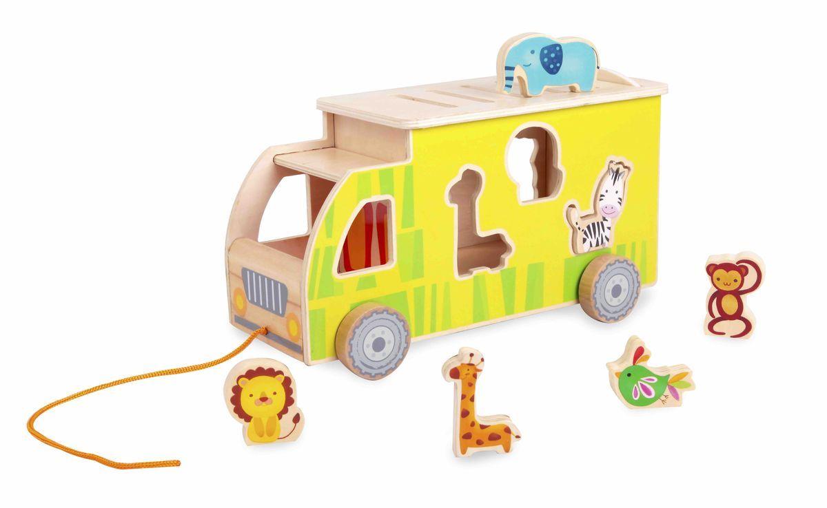 Classic World Каталка-сортер Сафари4147Стильный и красочный грузовик с весёлыми и милыми пассажирами подарит ребёнку массу положительных эмоций. Необходимость разместить животных в грузовике по силуэтам, способствует развитию логического мышления. Придумывайте захватывающие истории про зверей и их доброго и смелого дрессировщика, что прекрасно способствует развитию творческого мышления. Уникальные 3D фигуры для сортера, в которые можно играть отдельно. Удивительный животный мир покорит сердце ребёнка! Познакомьте его с прекрасным слоном, забавной мартышкой, смелым львом, полосатой зеброй и другими очаровательными персонажами. Открытая кабина грузовика, с возможностью разместить в ней фигурки, добавит реалистичности и интерактива в игру. Игрушка выполнена из высококачественных материалов и окрашена безопасными детскими красками.