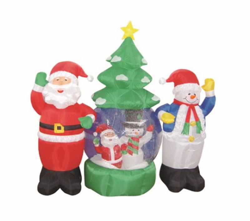 3D фигура надувная Neon-Night Дед Мороз и Снеговик, с подсветкой, диаметр шара 120 см511-053Надувные фигуры - это объемные фигуры сшитые из прочной капроновой ткани и ПВХ и наполняемые воздухом при помощи компрессора. Внутри прозрачного шара, благодаря наличию шариков пенопласта и циркуляции воздуха от компрессора, создается эффект падающего снега. Надувные фигуры станут оригинальным украшением любого помещения или экстерьерного оформления. Благодаря материалу из которого изготовлены фигуры и специальному исполнению компрессора их можно располагать на улице. Чтобы легкая и большая по площади конструкция не была унесена порывом ветра предусмотрены специальные крепления к земле, прилагаемые в комплекте с фигурой. Внутри конструкции сделана подсветка, что придает еще большей эффектности фигурам и выделяет их в темное время суток. Перед другими аналогичными украшениями надувные фигуры выделяет простота монтажа/демонтажа, низкое энергопотребление и использование безвредных материалов.
