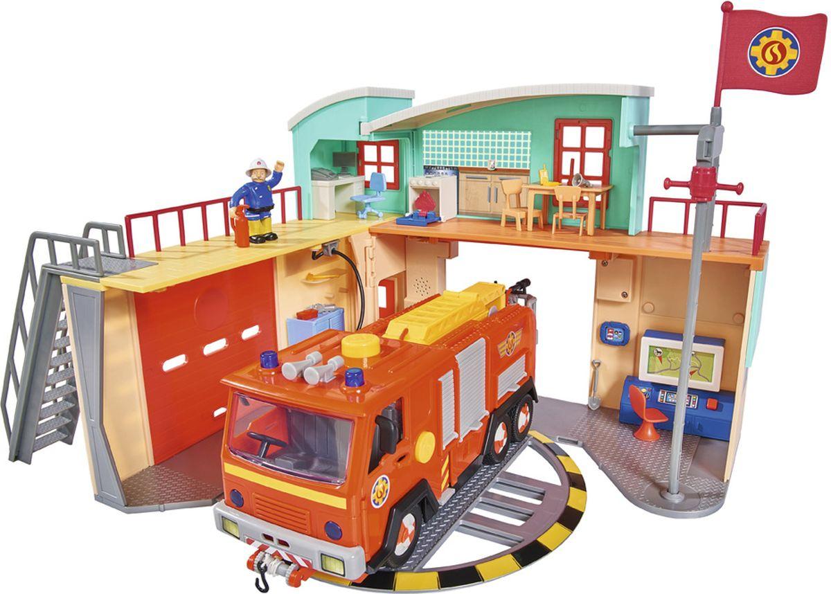 Dickie Toys Игровой набор Пожарная станция 41 х 33 см9258282Игровой набор Simba Пожарный Сэм Пожарная станция - это двухэтажная станция со множеством реалистичных аксессуаров, фигуркой спасателя и различных помещений. На первом этаже находится гараж для пожарной машины с поворотной платформой, если ворота открыты, пожарная машина может проехать в пожарную часть, а на поворотной платформе ее можно развернуть таким образом , чтобы можно было выехать через другие ворота. На втором этаже находится кабинет директора станции Стеллса и фигурка его самого. Станция порадует Вашего ребенка не только правдоподобным исполнением, но и своими световыми и звуковыми эффектами в виде мерцающей тревожной кнопки и шума сирены.
