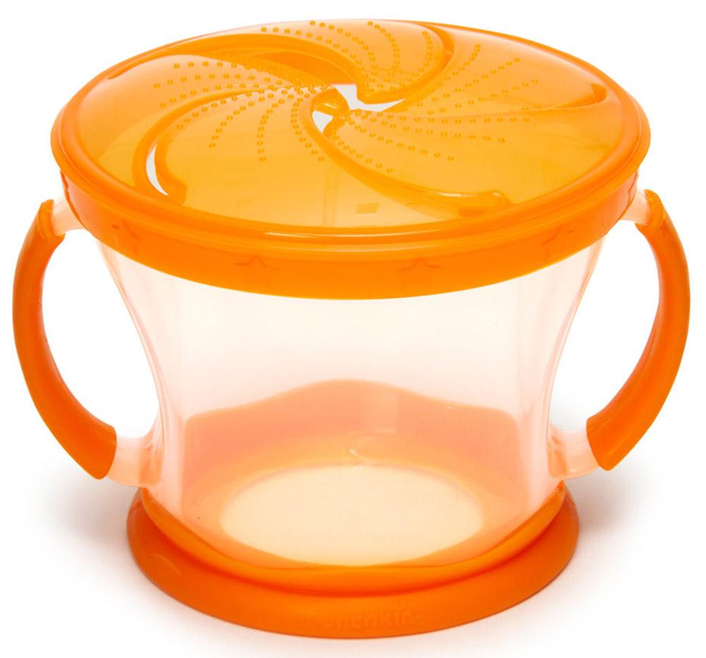 Munchkin Контейнер Поймай печенье цвет оранжевый прозрачный11006_оранжевый, прозрачныйКонтейнер с ручками Munchkin Поймай печенье выполнен из безопасного пластика. Он идеально подходит, если нужно покормить малыша на ходу, чтобы закуска осталась в контейнере, а не на полу, не на сиденье автомобиля или коляски! Мягкие силиконовые лепестки-закрылки помогают ребенку подкрепиться самостоятельно, но предотвращают рассыпание содержимого контейнера. Также контейнер оснащен двумя удобными ручками. Регулируемая крышка позволит малышу вытащить печенья или других продуктов ровно столько, сколько он сможет положить в рот за один раз, контейнер не откроется, даже если упадет и перевернется. Мягкие закрылки на крышке позволяют достать печенье или кусочки другой еды, минимально испачкав пальцы.
