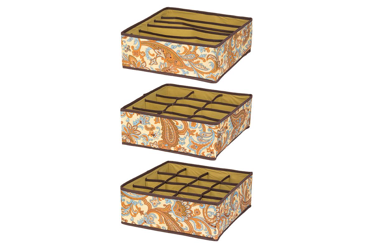 Набор кофров для хранения EL Casa Перо павлина, цвет: бежевый, 32 х 32 х 12 см, 3 шт370506Набор EL Casa Перо павлина состоит из трех кофров для хранения. Кофры выполнены из полиэстера, который обеспечивает естественную вентиляцию, отлично пропускает воздух, но не пропускает пыль. Благодаря специальным вставкам из картона кофры прекрасно держат форму. Все кофры содержат разное количество секций. Первый кофр содержит 16 секций для хранения носков и трусов, второй - 12 секций, а третий - 6 продолговатых секций, которые идеальны для бюстгальтеров. Для удобства использования кофры не имеют крышки. Изделия декорированы красочным узором и имеют оригинальный дизайн. Легко складываются и раскладываются. Они помогут хранить вещи компактно и удобно. Подходят для размещения в шкафу, комоде.