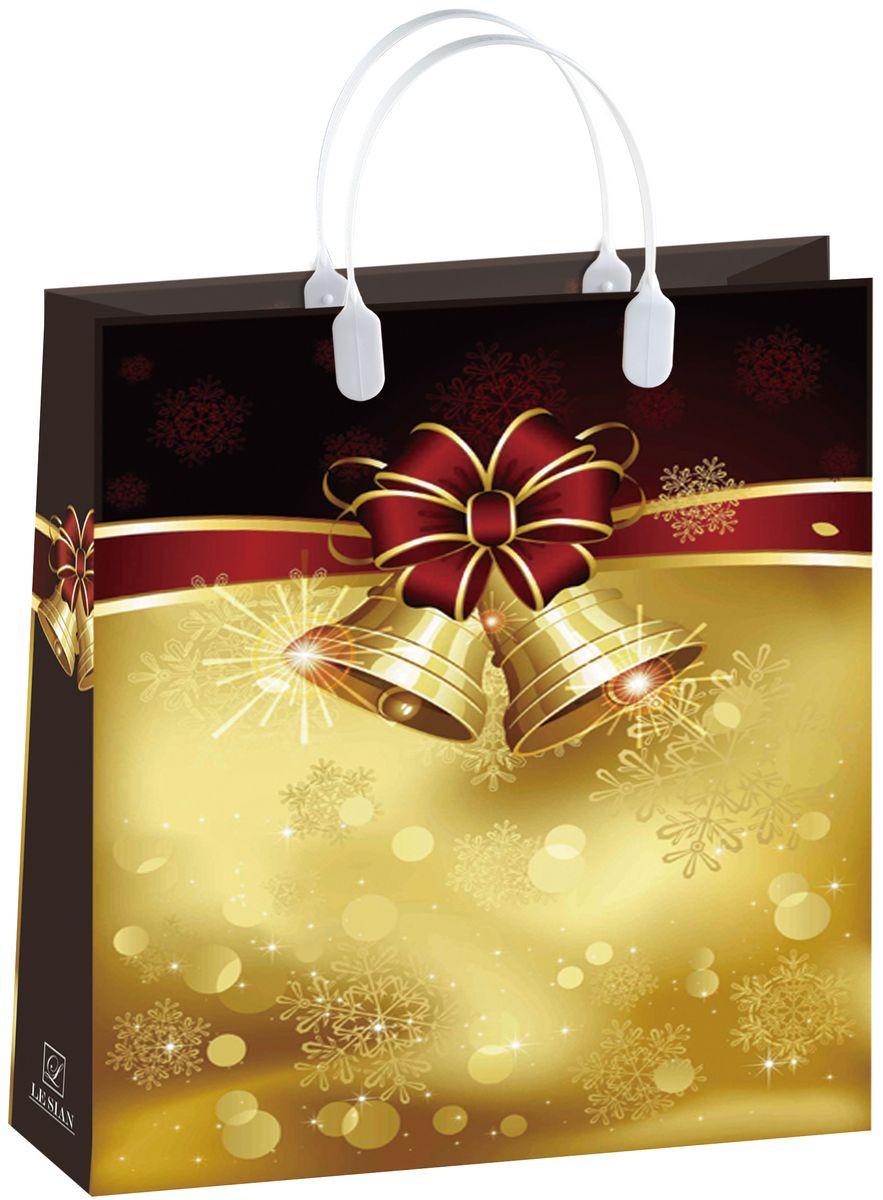 Пакет подарочный Bello, 32 х 10 х 42 см. BAL 114BAL 114Подарочный пакет Bello, изготовленный из пищевого полипропилена, станет незаменимым дополнением к выбранному подарку. Дно изделия укреплено плотным картоном, который позволяет сохранить форму пакета и исключает возможность деформации дна под тяжестью подарка. Для удобной переноски на пакете имеются две пластиковые ручки. Подарок, преподнесенный в оригинальной упаковке, всегда будет самым эффектным и запоминающимся. Окружите близких людей вниманием и заботой, вручив презент в нарядном, праздничном оформлении. Грузоподъемность: 12 кг. Морозостойкость: до -30°С. УВАЖАЕМЫЕ КЛИЕНТЫ! Обращаем ваше внимание на возможные изменения цвета ручек изделия. Поставка осуществляется в зависимости от наличия на складе.аде.
