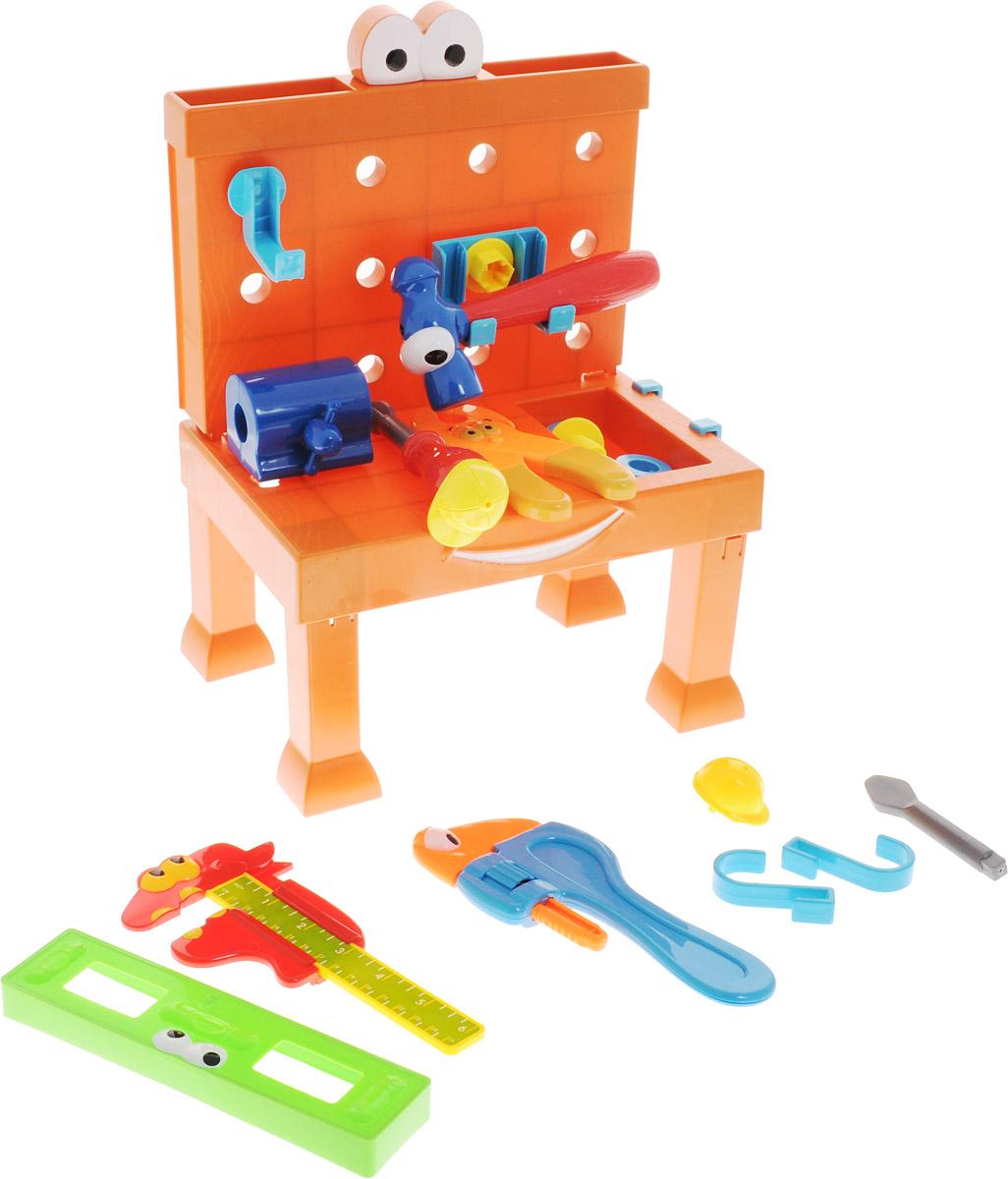 Boley Игровой набор Мастерская с рабочим столом уровнем и зажимом31171C_вид 2Игровой набор Мастерская с рабочим столом - это великолепный подарок для юного строителя. Легкие и яркие пластиковые инструменты сделают вашу домашнюю мастерскую безопасной для ребенка. В наборе имеется складной рабочий стол, на котором легко разместятся многочисленные игрушечные инструменты. К стенке стола можно приделать специальные крючки для более удобного хранения инструментов. Набор содержит молоток, зажим, клещи, уровень, отвертку и винты с гайками. Все предметы оформлены забавными личиками с глазками. А отвертка и зажим даже могут примерить строительные каски! Игрушки помогут маленькому мастеру познакомиться с основными видами инструментов и получить навык работы с ними. Предметы, входящие в набор, замечательно подходят для дидактических и ролевых игр, знакомят с социальными ролями, развивают моторику ребенка. Порадуйте своего ребенка таким чудесным набором!