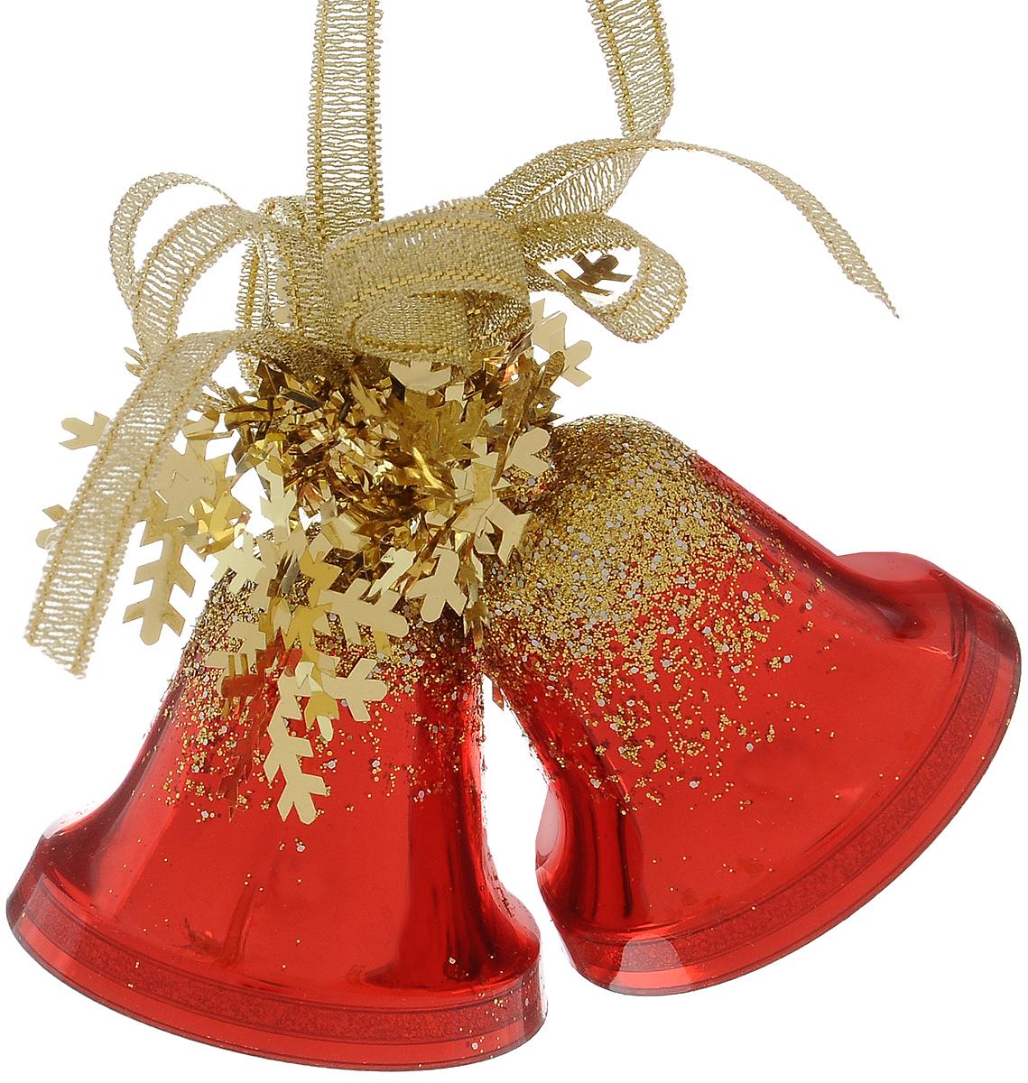 Украшение новогоднее подвесное Weiste Двойные колокольчики, цвет: красный, золотой, высота 6 см5575Новогоднее подвесное украшение Weiste Двойные колокольчики выполнено из пластика и ПВХ. Изделие оформлено блестками. С помощью специальной петельки украшение можно повесить в любом понравившемся вам месте. Но, конечно, удачнее всего оно будет смотреться на праздничной елке. Елочная игрушка - символ Нового года. Она несет в себе волшебство и красоту праздника. Создайте в своем доме атмосферу веселья и радости, украшая новогоднюю елку нарядными игрушками, которые будут из года в год накапливать теплоту воспоминаний. Размер колокольчика: 5 х 5 х 5 см. Общий размер украшения: 5 х 6 х 10 см.