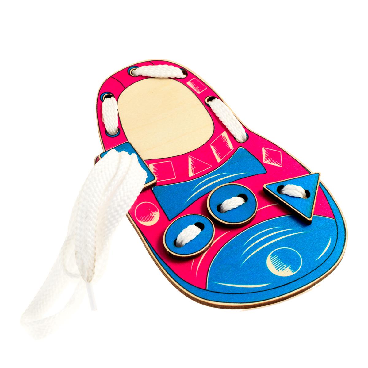 Развивающие деревянные игрушки Шнуровка Башмачок ФормыД507аШнуровка из качественных деревоматериалов - прекрасная игрушка для развития ребенка. Шнуровка-башмачок из обработатнной фанеры непременно станет любимой игрушкой любопытного непоседы. Шнуровка в виде детского сандалика не только послужит незаменимым пособием для развития моторики ребенка, но и познакомит его с геометрическими фигурами и формами. Насыщенные цвета и разнообразные формы будут стимулировать детское воображение и фантазию, развивать внимание, цветовое восприятие, моторику и координацию. ВНИМАНИЕ! Детали игрушки выполнены из натурального дерева (деревоматериала) без покрытия лаками или другими химическими составами. Перед использованием удалите остатки древесины и древесную пыль, тщательно протерев детали игрушки мягкой тканью!